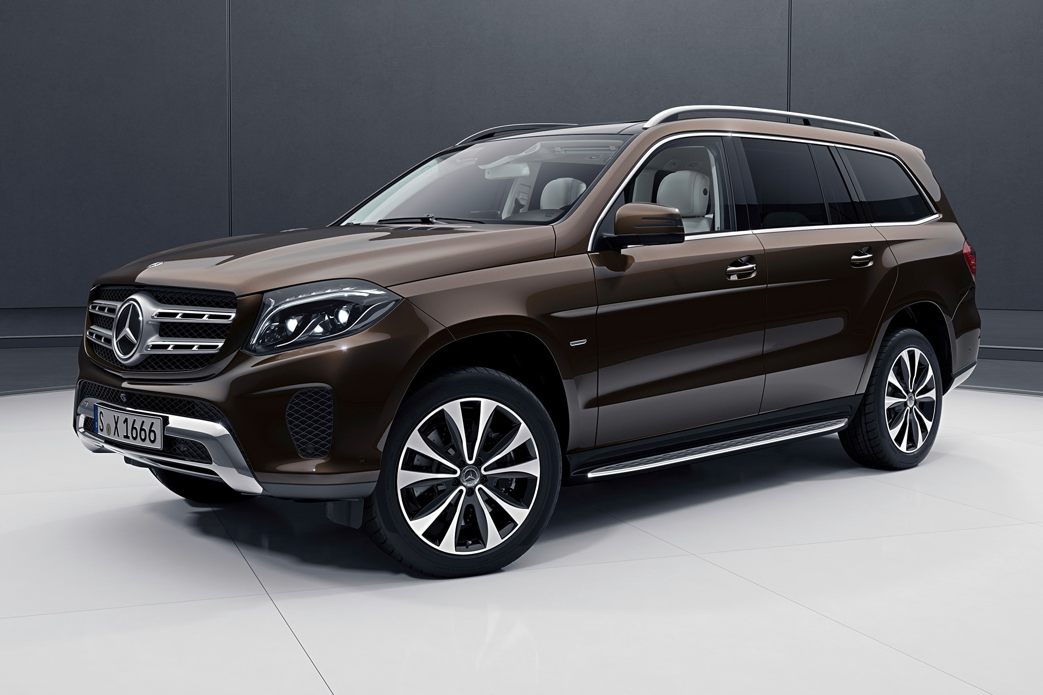 2018 mercedes benz gls gets a luxurious grand edition for Mercedes benz in alabama