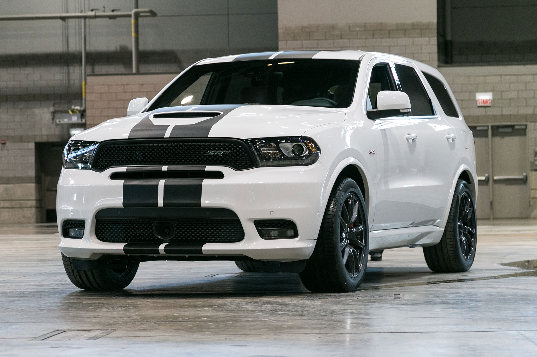 2018 dodge durango r t and srt gets stripes and more mopar performance goodies automobile magazine. Black Bedroom Furniture Sets. Home Design Ideas
