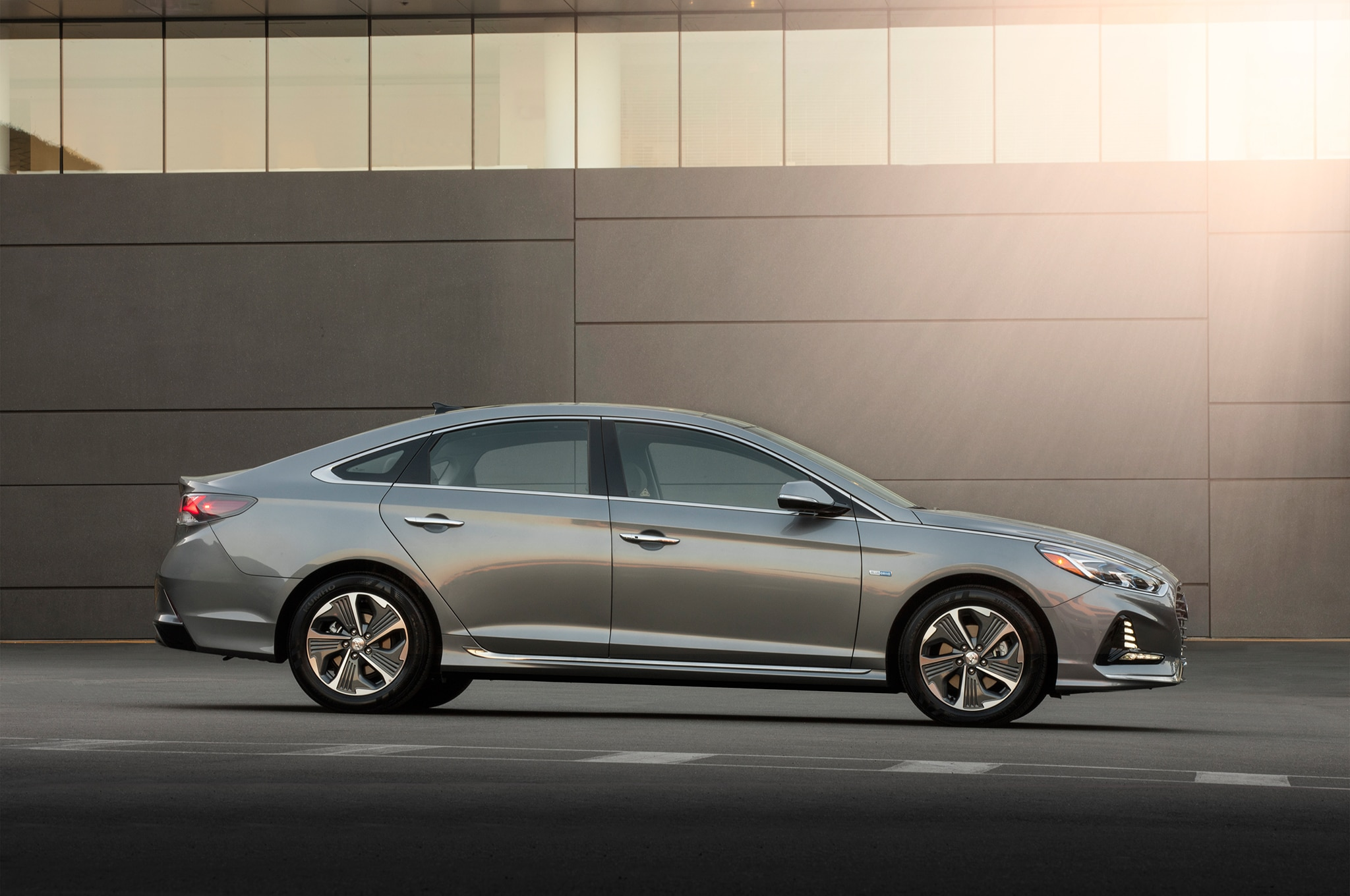 2018 hyundai sonata hybrid and phev efficiently debut in. Black Bedroom Furniture Sets. Home Design Ideas