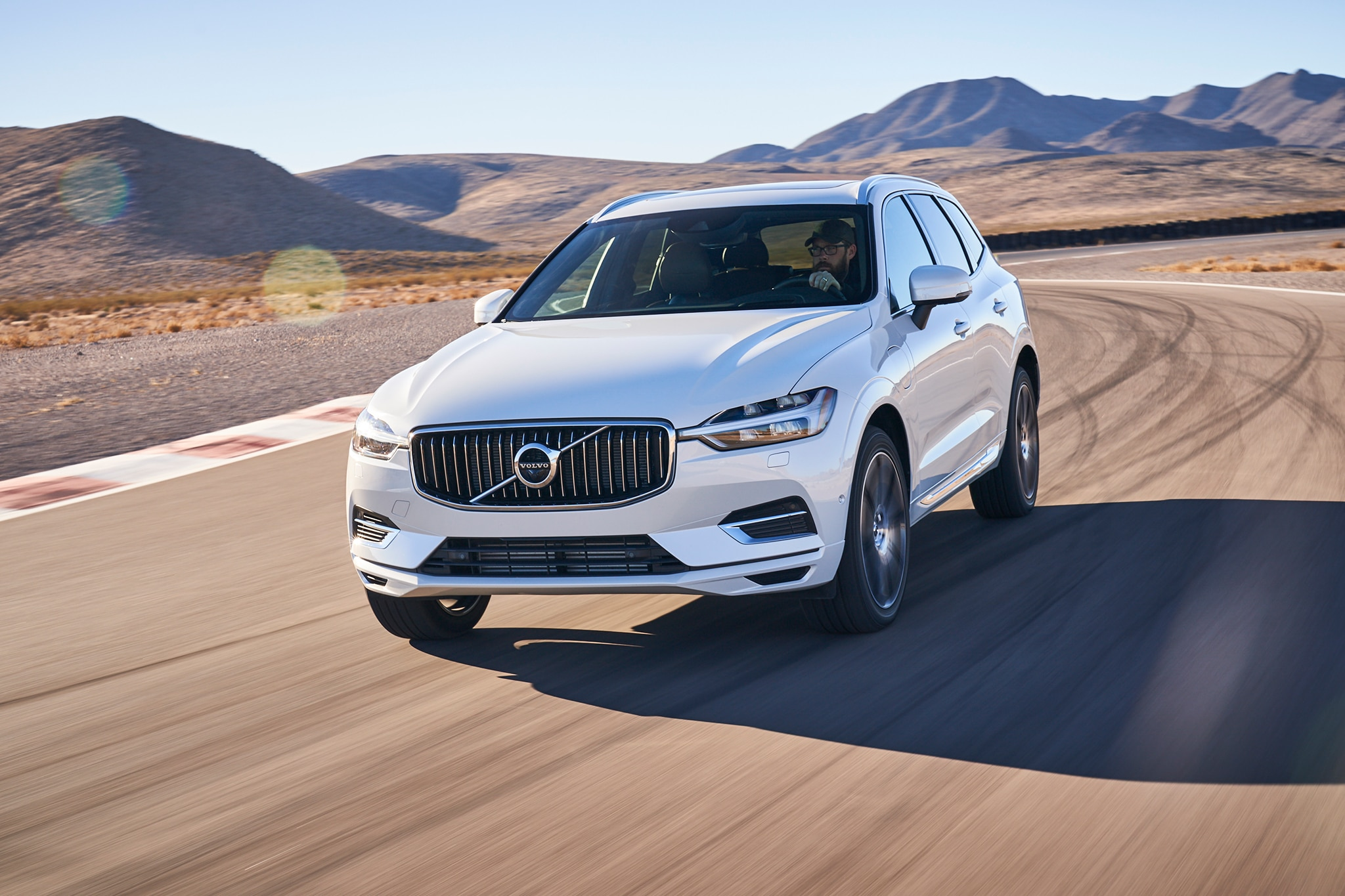2018 Volvo XC60 T8 E AWD Inscription All Star Contender 33