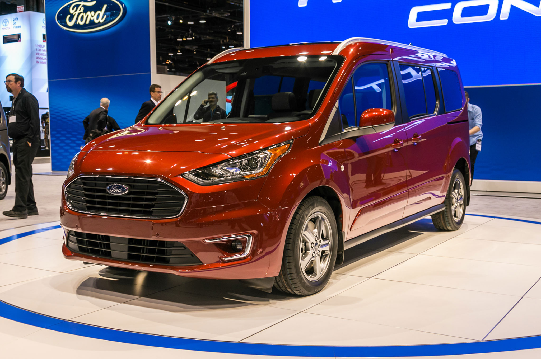 ford takes on the chrysler pacifica with an updated transit connect wagon automobile magazine. Black Bedroom Furniture Sets. Home Design Ideas
