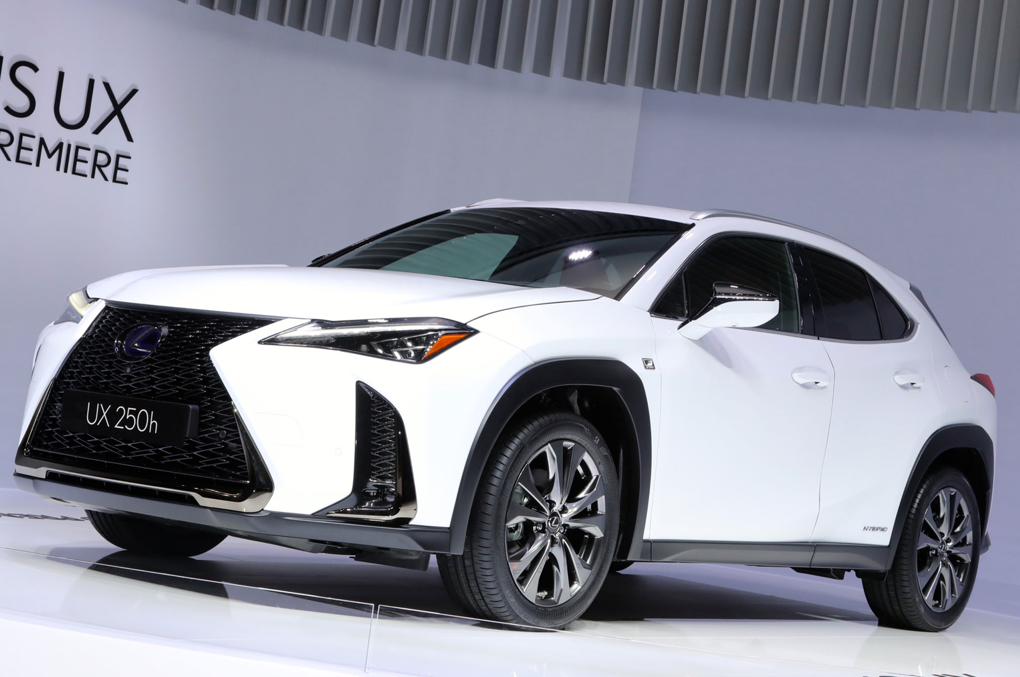 2019 lexus ux brings the spindle to the subcompact crossover world