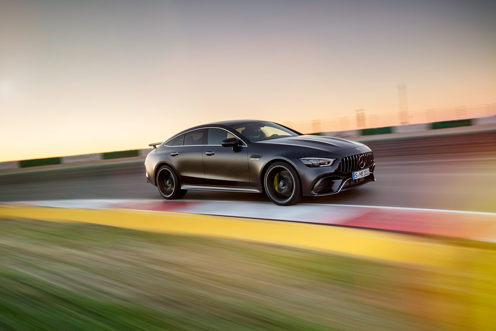 2019 mercedes amg gt 4 door coupe arrives at last. Black Bedroom Furniture Sets. Home Design Ideas