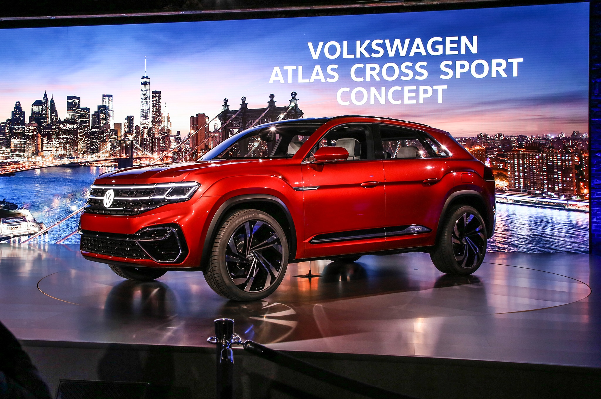 volkswagen atlas cross sport concept previews  row midsizer automobile magazine