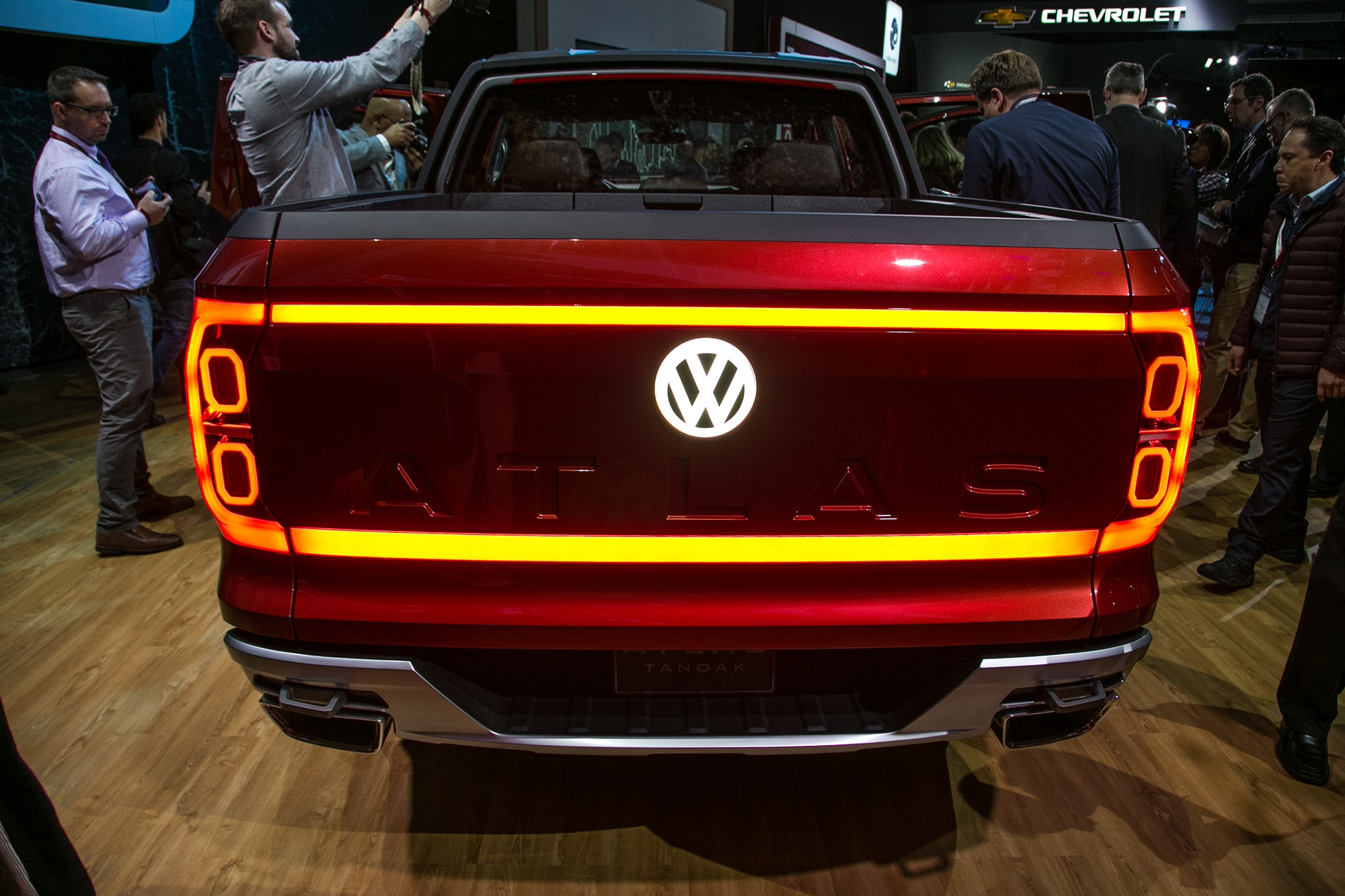 volkswagen atlas tanoak pickup concept really shines despite its name automobile magazine. Black Bedroom Furniture Sets. Home Design Ideas