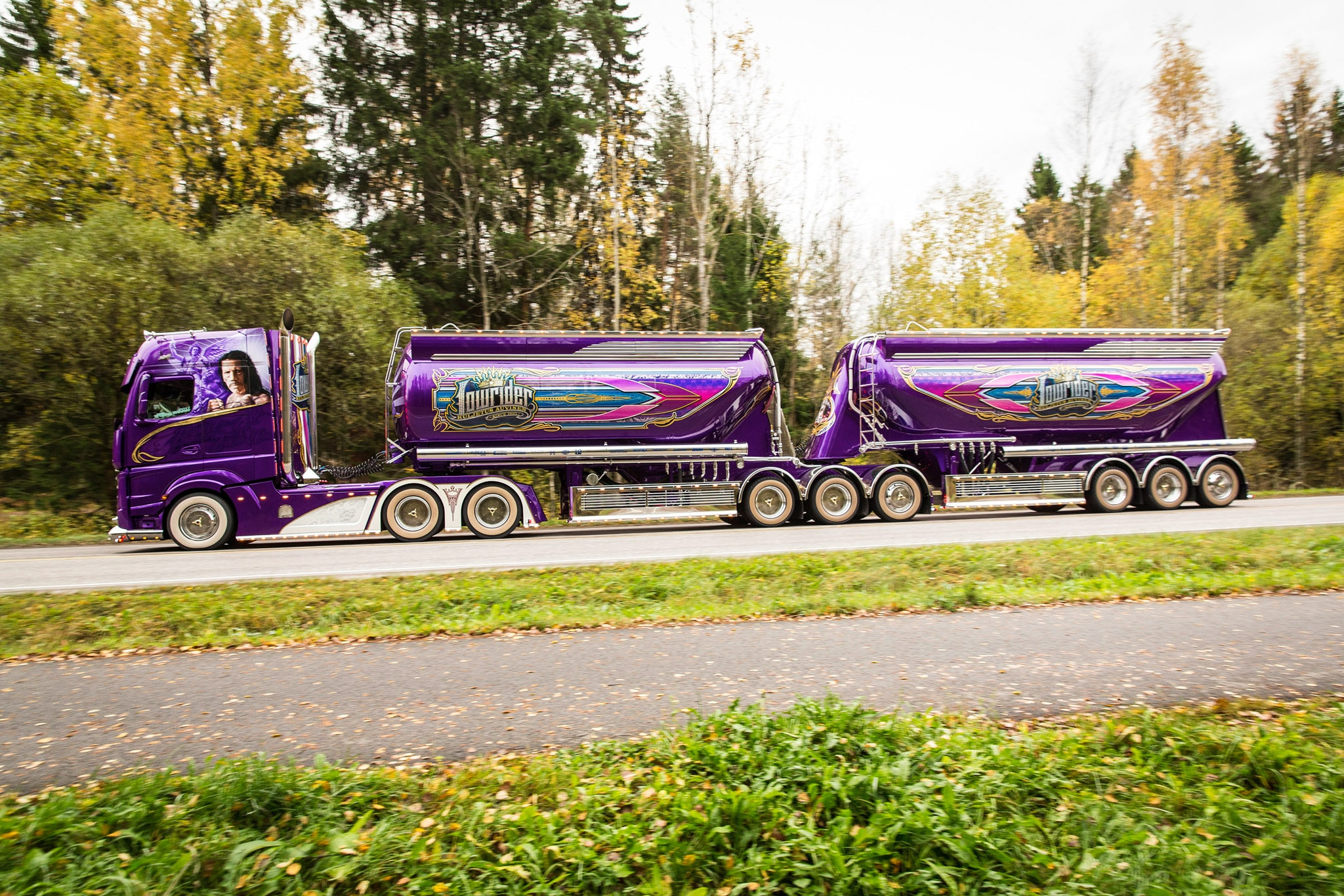 Mika-Auvinens-Showtruck-Actros-Lowrider-