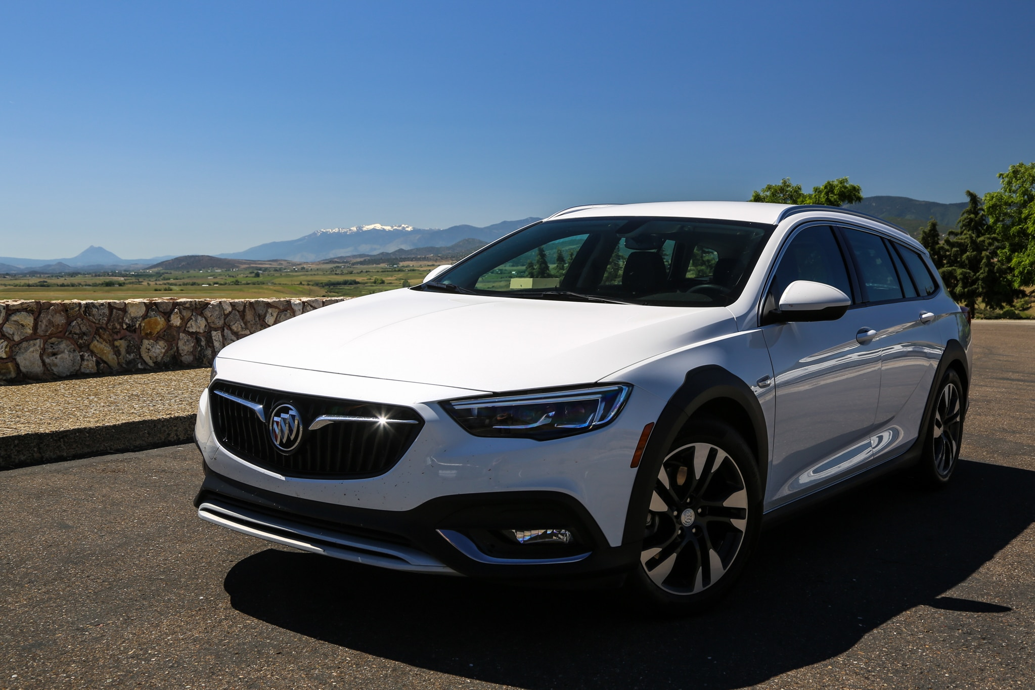2018 buick regal tourx essence awd quick take review automobile magazine. Black Bedroom Furniture Sets. Home Design Ideas