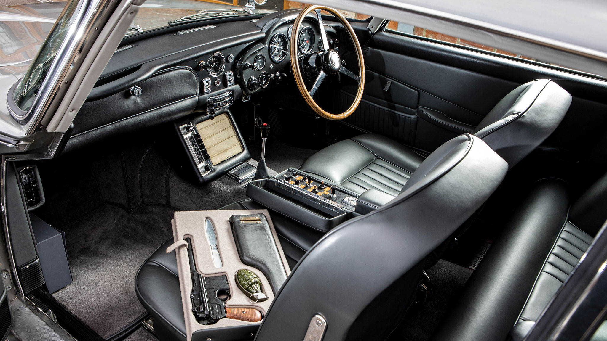 007 S 1965 Aston Martin Db5 Sells For 6 385 000