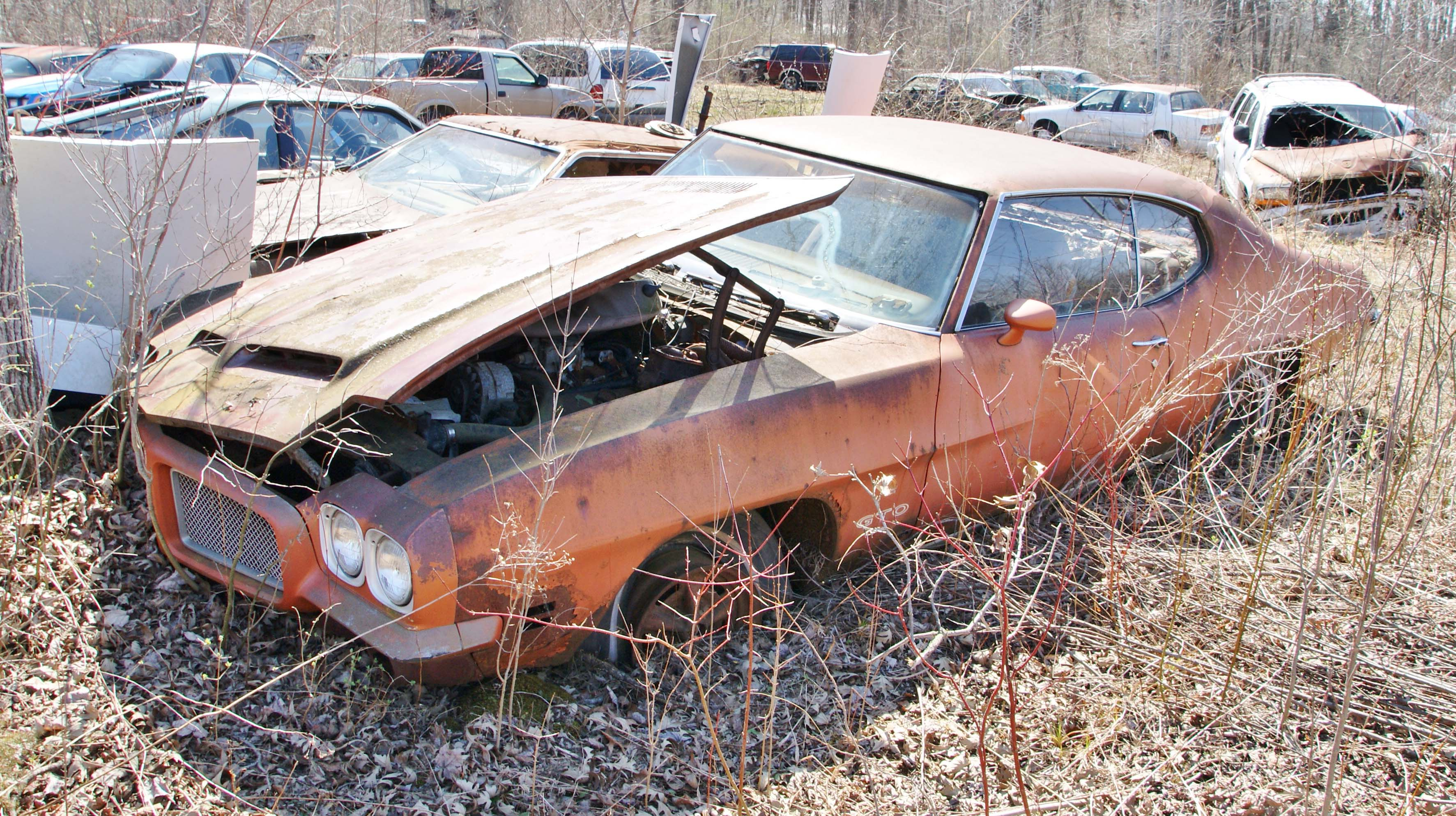 Muscle-Car Spotting in a Michigan Junkyard – Move Ten Manual Shift