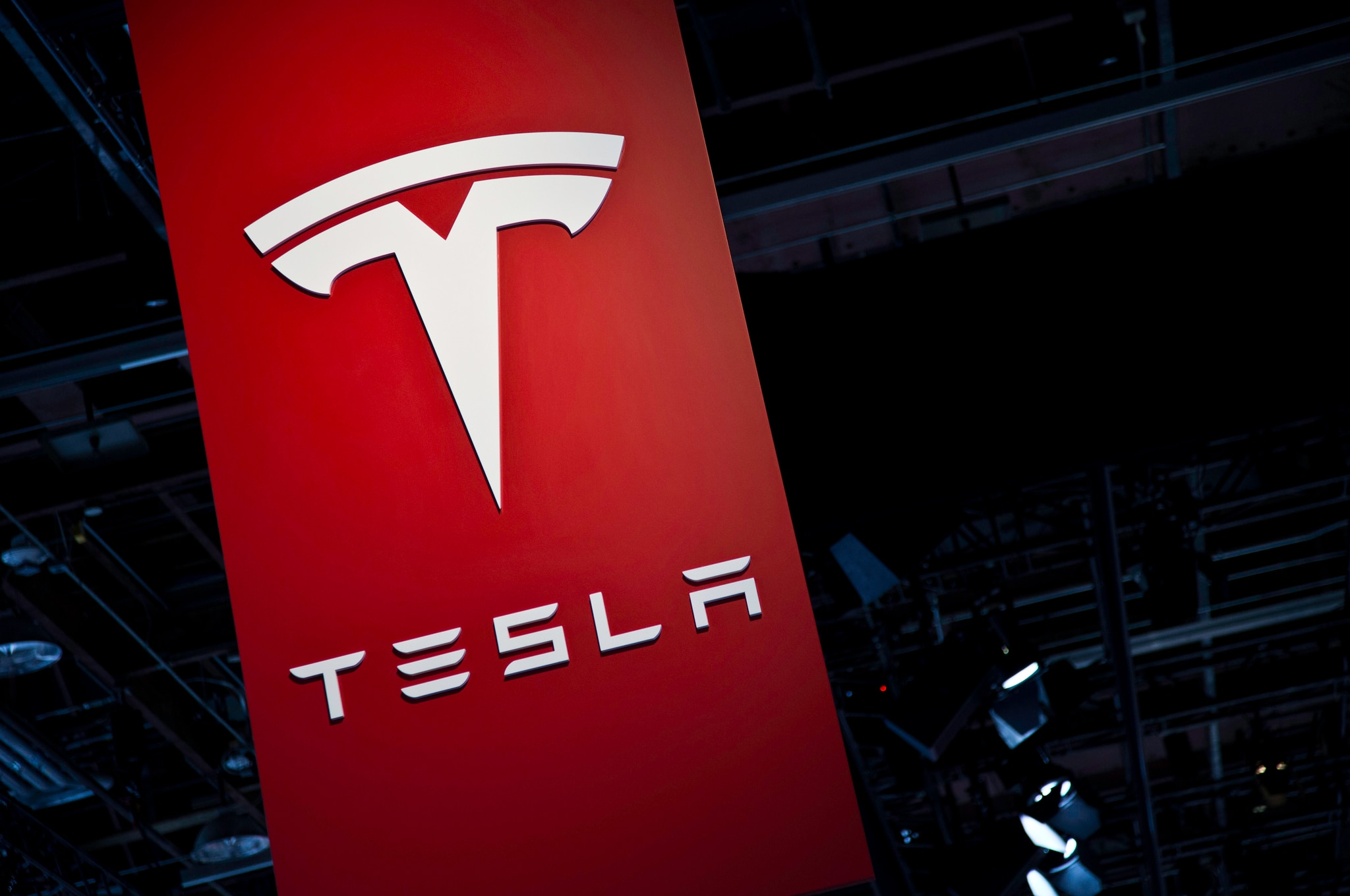 U.S.  regulators begin Tesla crash investigations