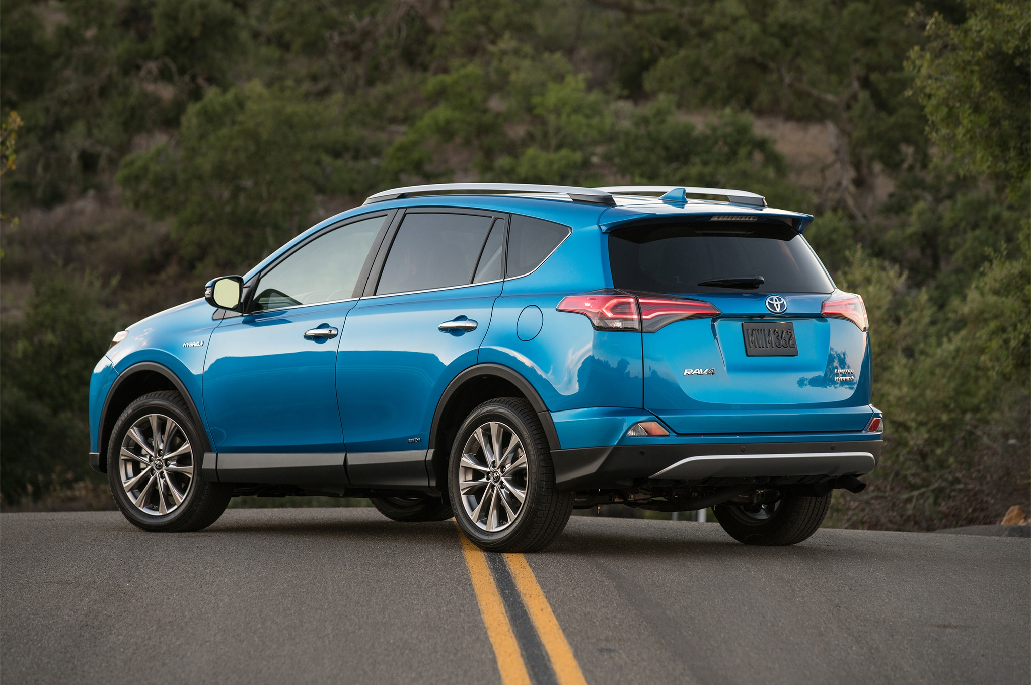 2017 Toyota Rav4 Hybrid Limited Rear Three Quarter