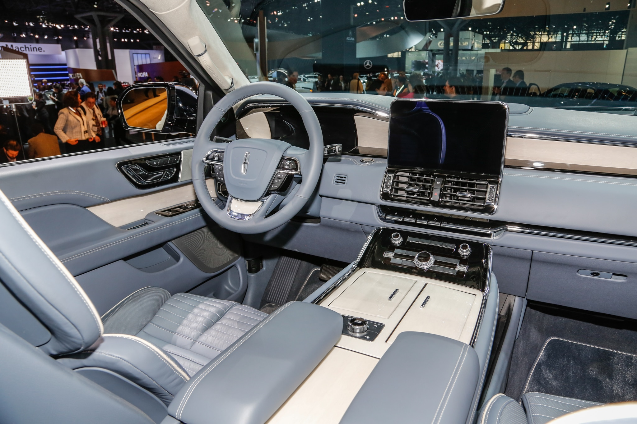 2018 Lincoln Navigator Starts at $73,250, Configurator Now ...