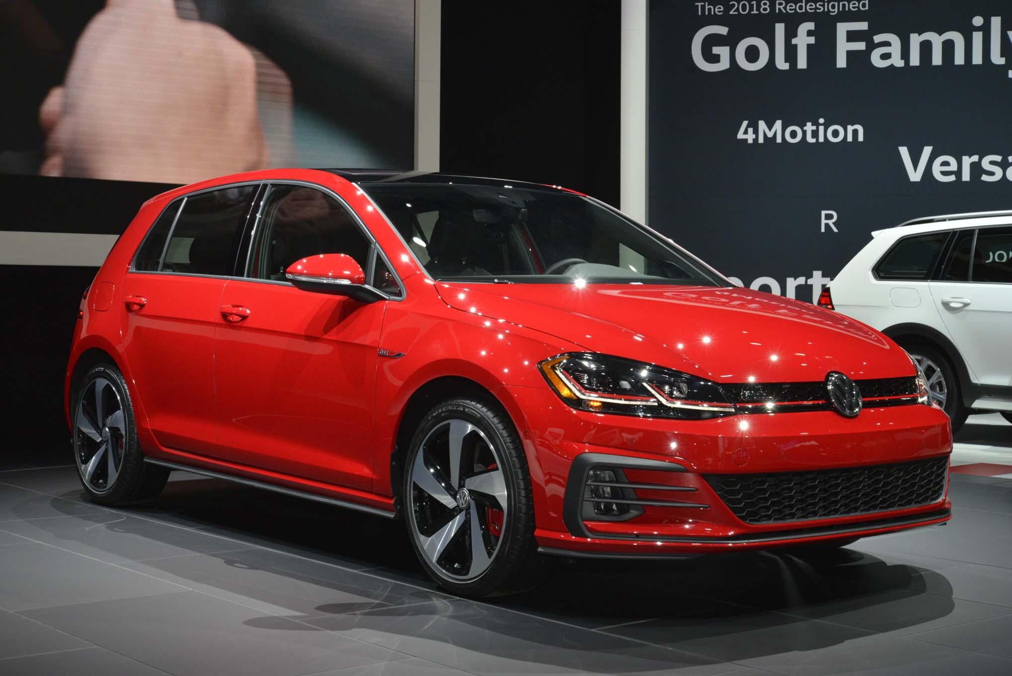 2018 Volkswagen Golf GTI Front Three Quarter 03