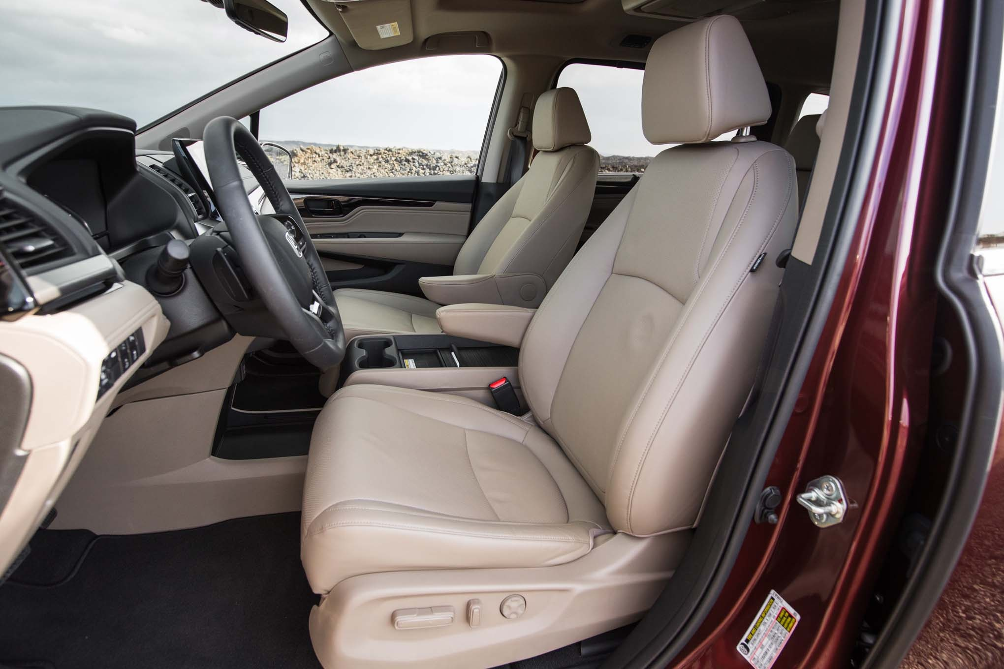 2018 honda odyssey priced from 30 890 automobile magazine for Honda odyssey 2018 mocha interior