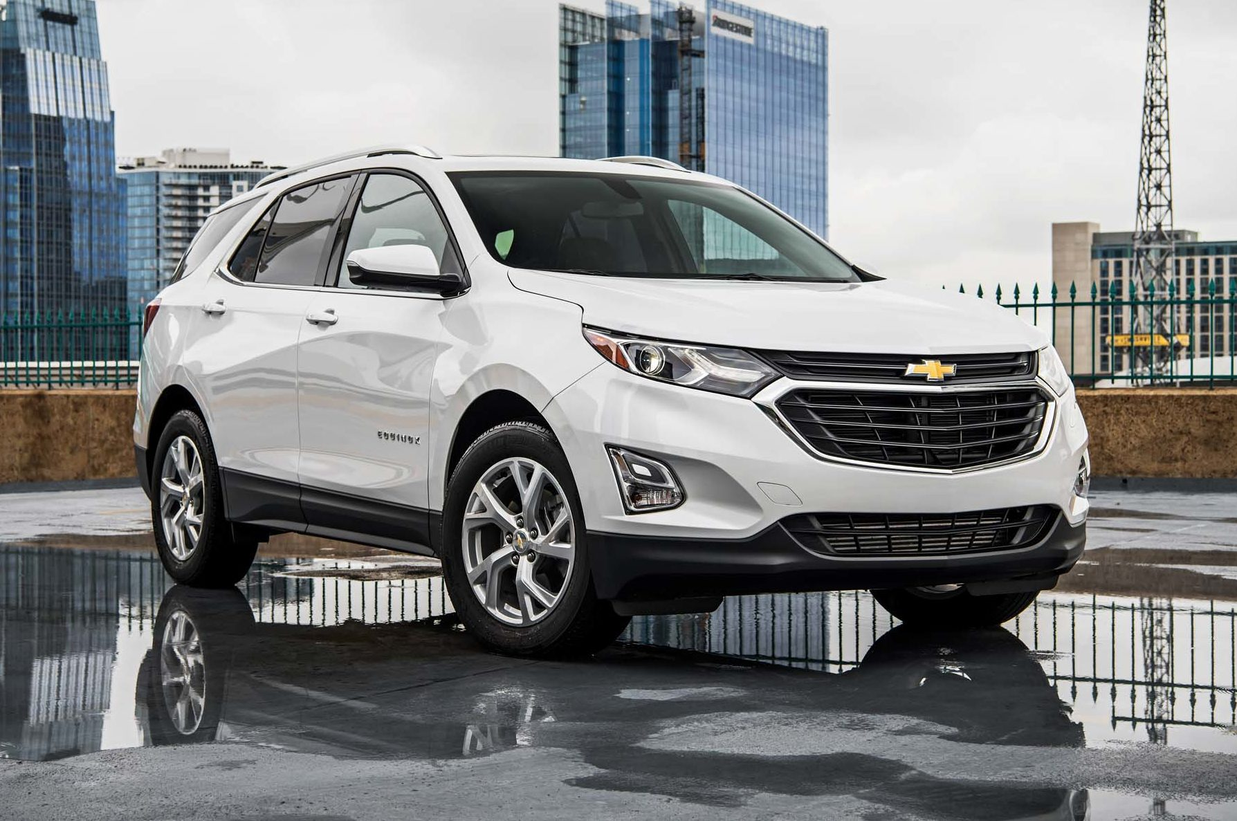 Chevrolet Equinox Diesel Claims 577 Miles of Range ...