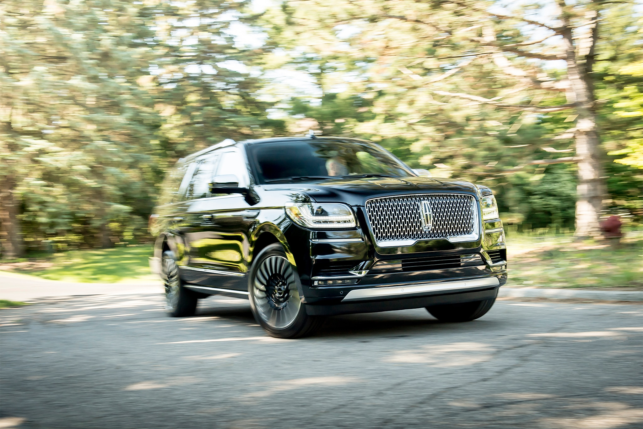 long wheelbase 2018 lincoln navigator offers extra 15 cubic feet of cargo space automobile. Black Bedroom Furniture Sets. Home Design Ideas