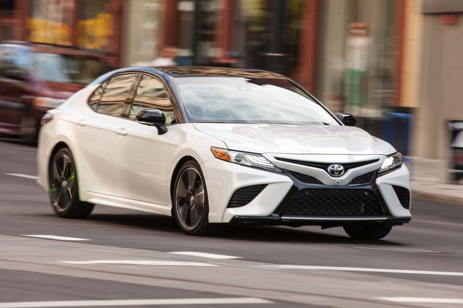 2018 Toyota Camry XSE Front Three Quarter In Motion 03 E1497985584514