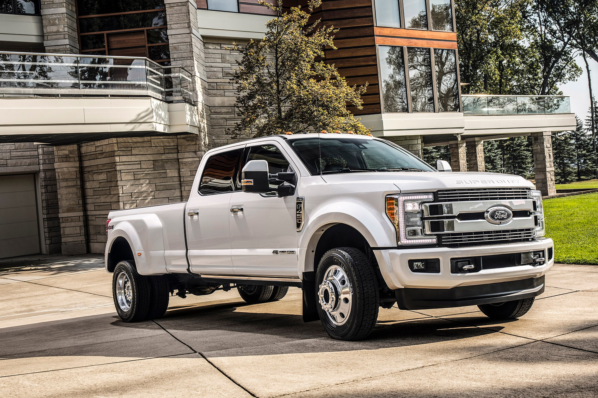 2018 Ford SuperDuty Limited_01_HR