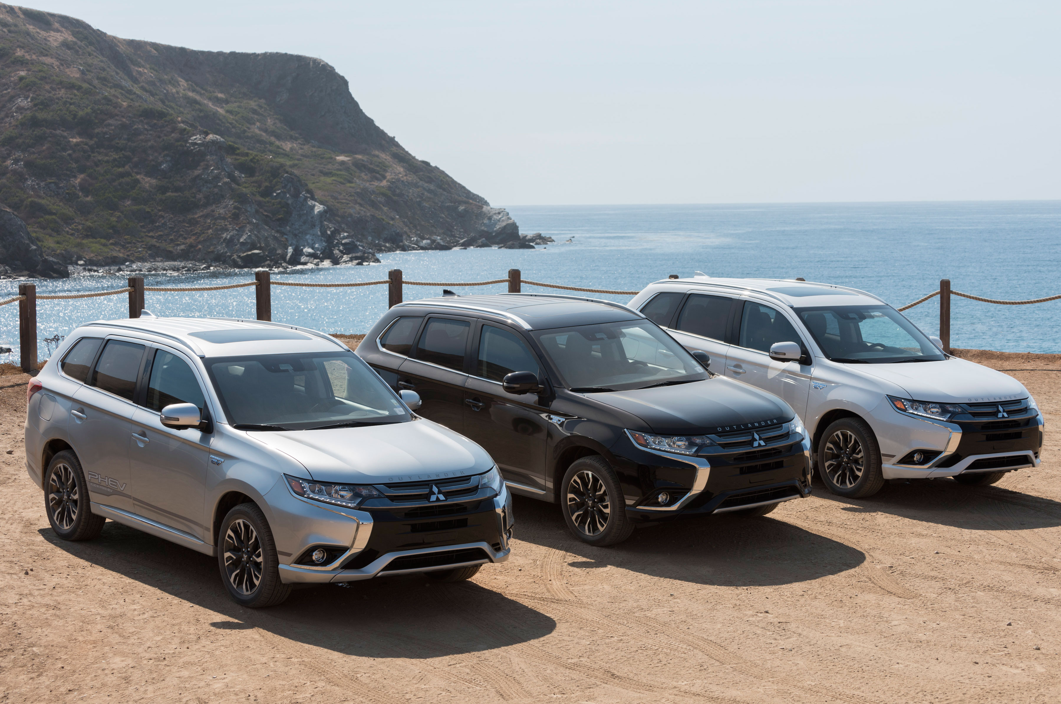 2018 Mitsubishi Outlander PHEV Front Three Quarters 2