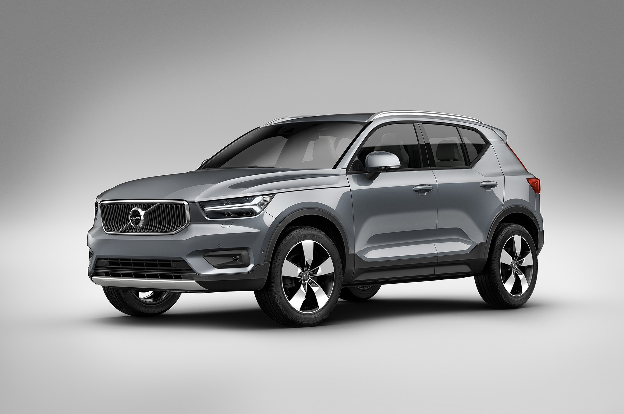 2019 volvo xc40 crashes milan s fashion week automobile magazine. Black Bedroom Furniture Sets. Home Design Ideas