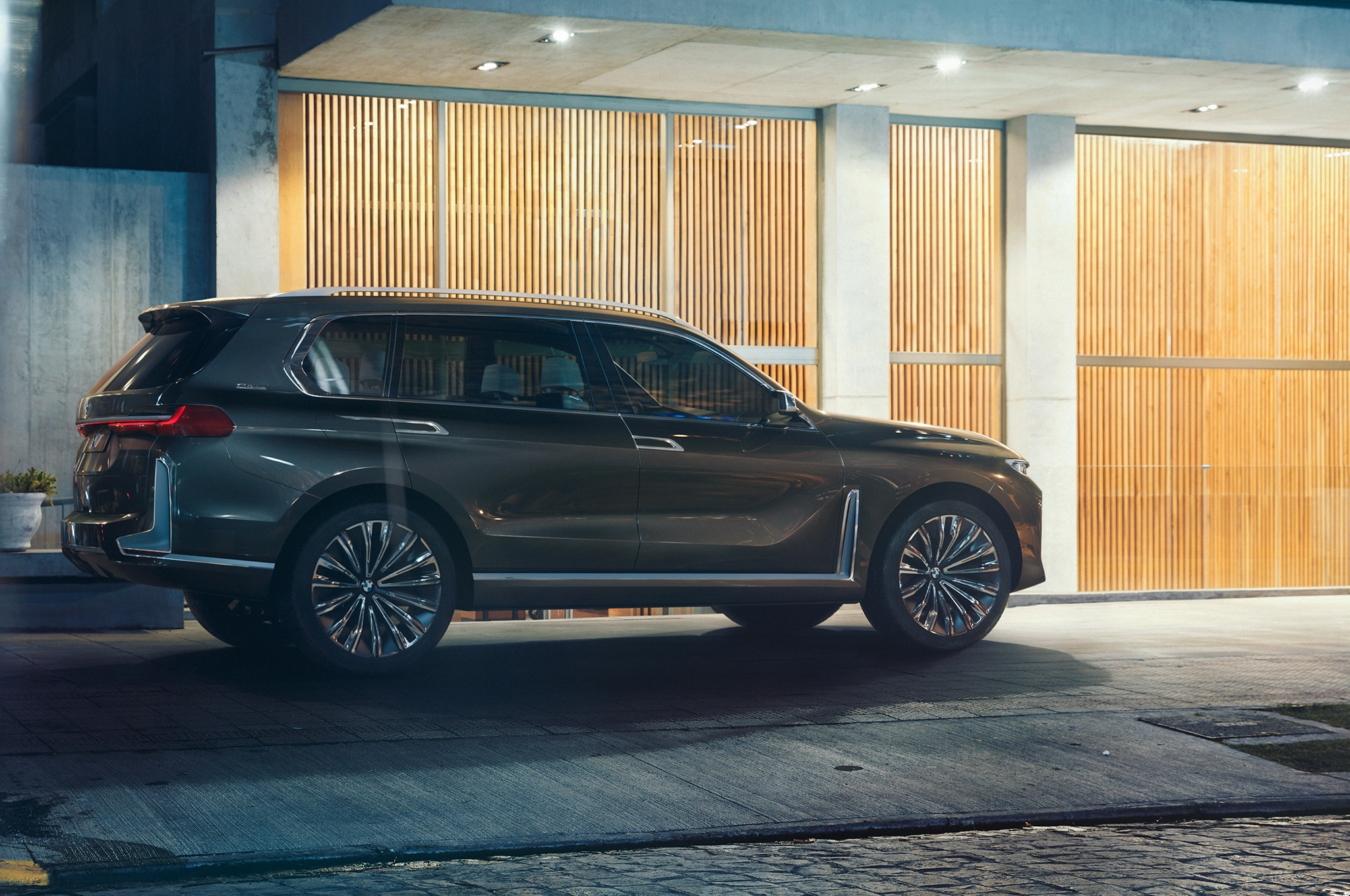 BMW Concept X7 Side 04