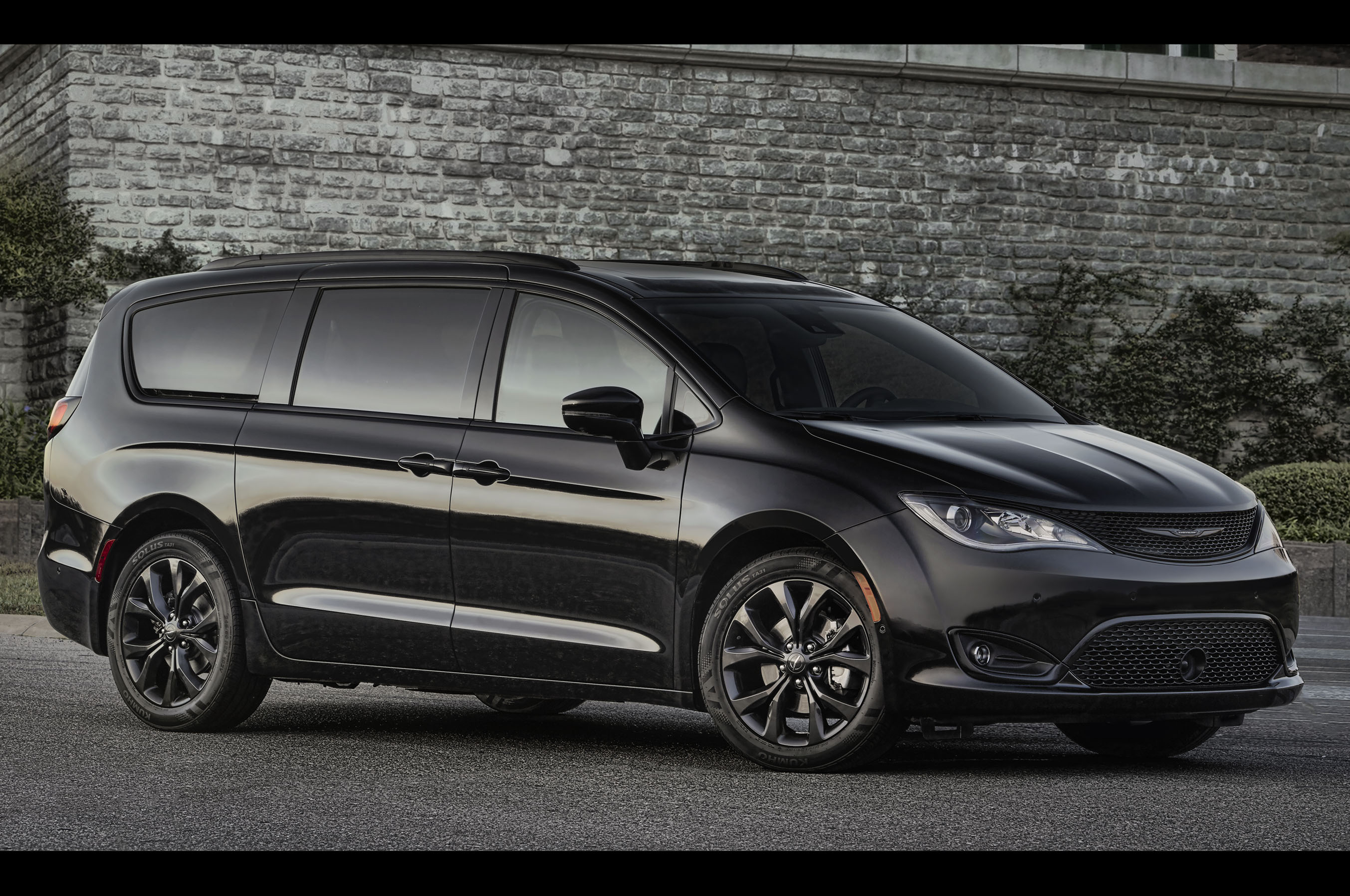 2018 chrysler pacifica adds s appearance package. Black Bedroom Furniture Sets. Home Design Ideas