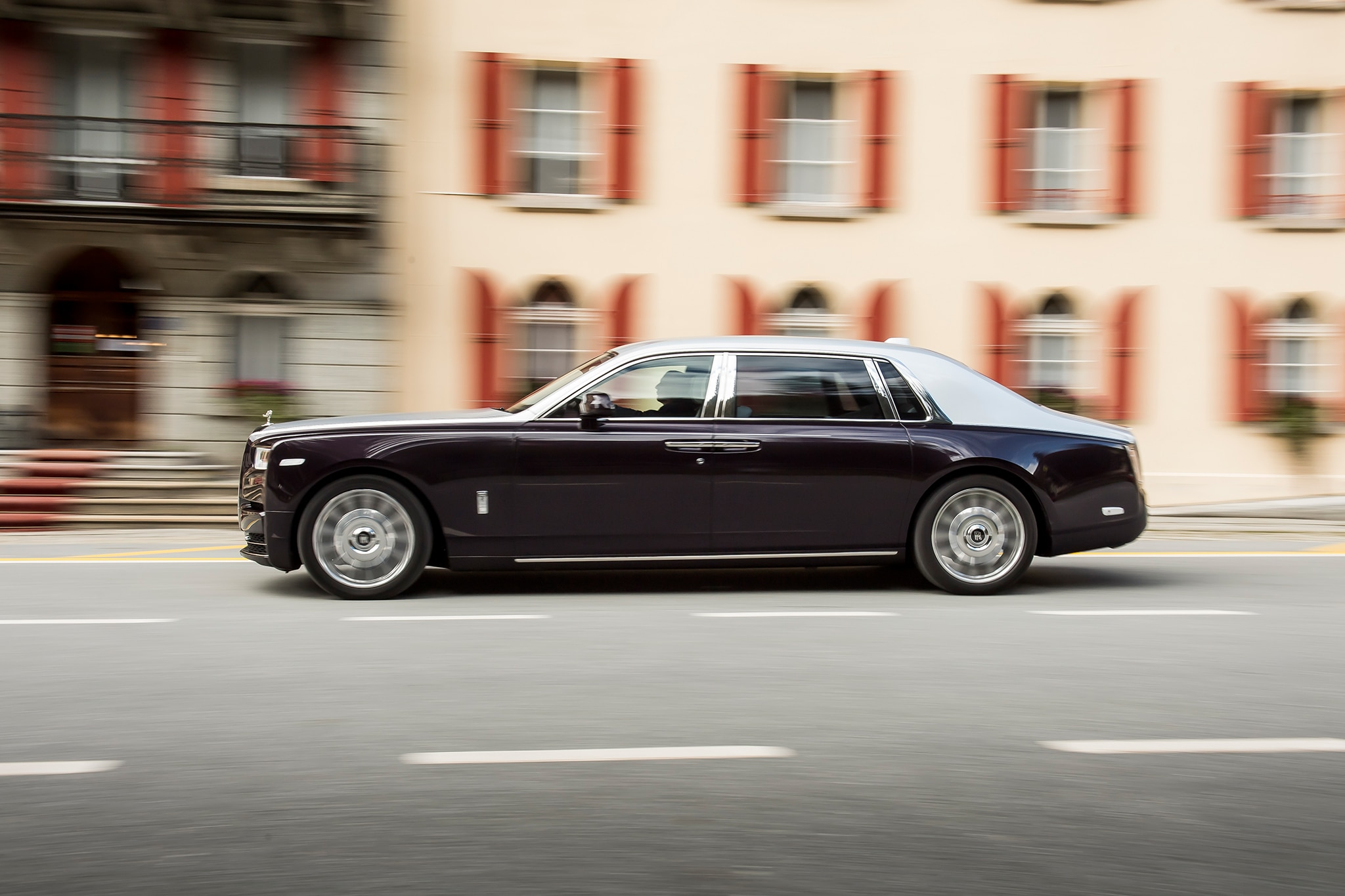 2018 Rolls Royce Phantom VIII Extended Wheelbase Side Profile In Motion 03