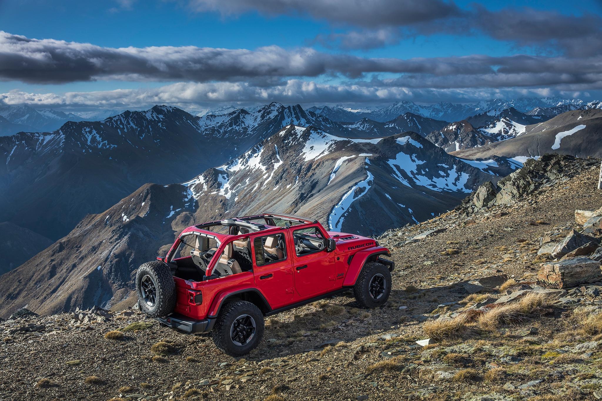 2018 Jeep Wrangler Unlimited Rubicon Rear Three Quarter 01