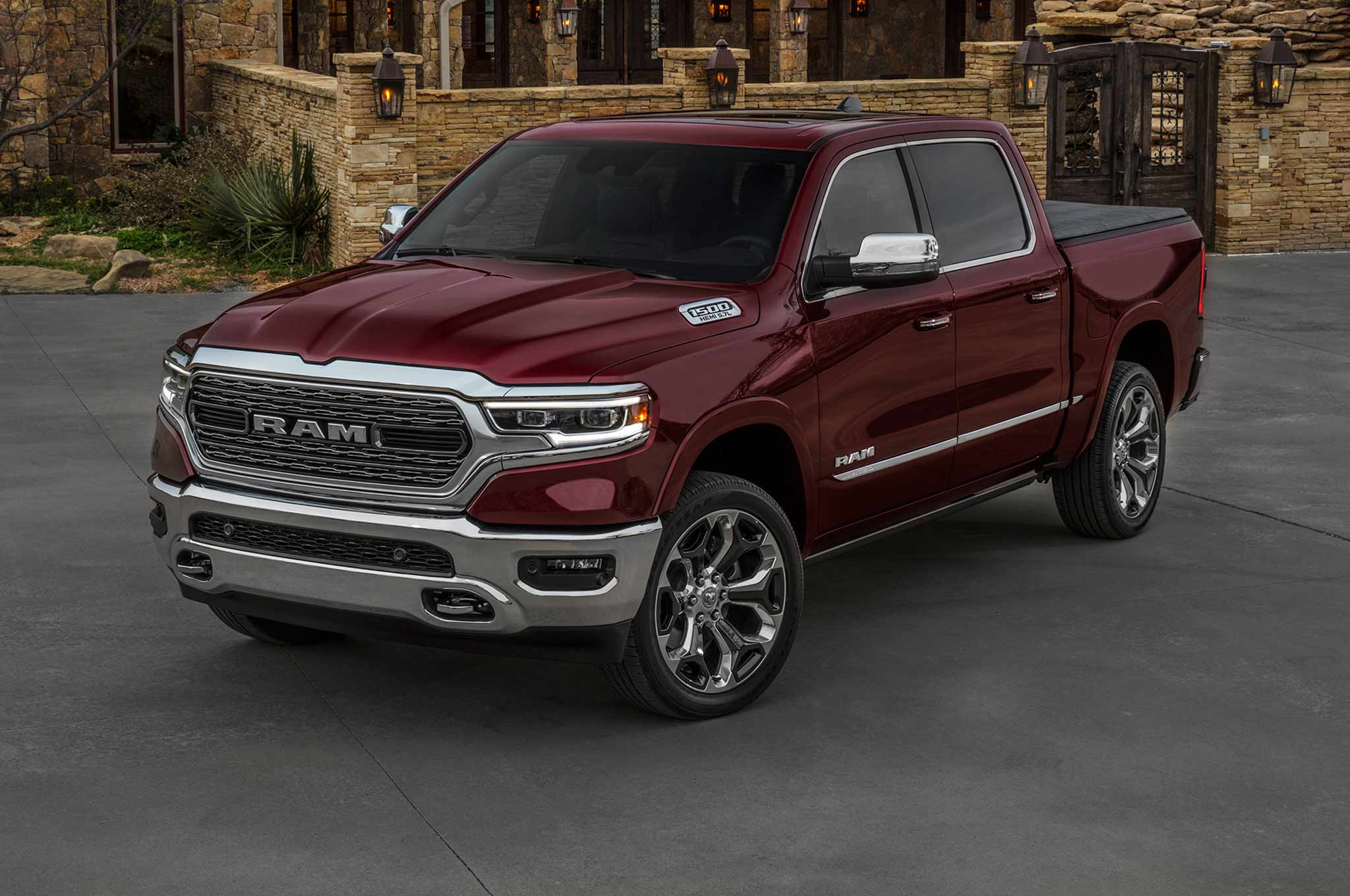 2019 Ram 1500 Limited Front Three Quarter Close Crop 01