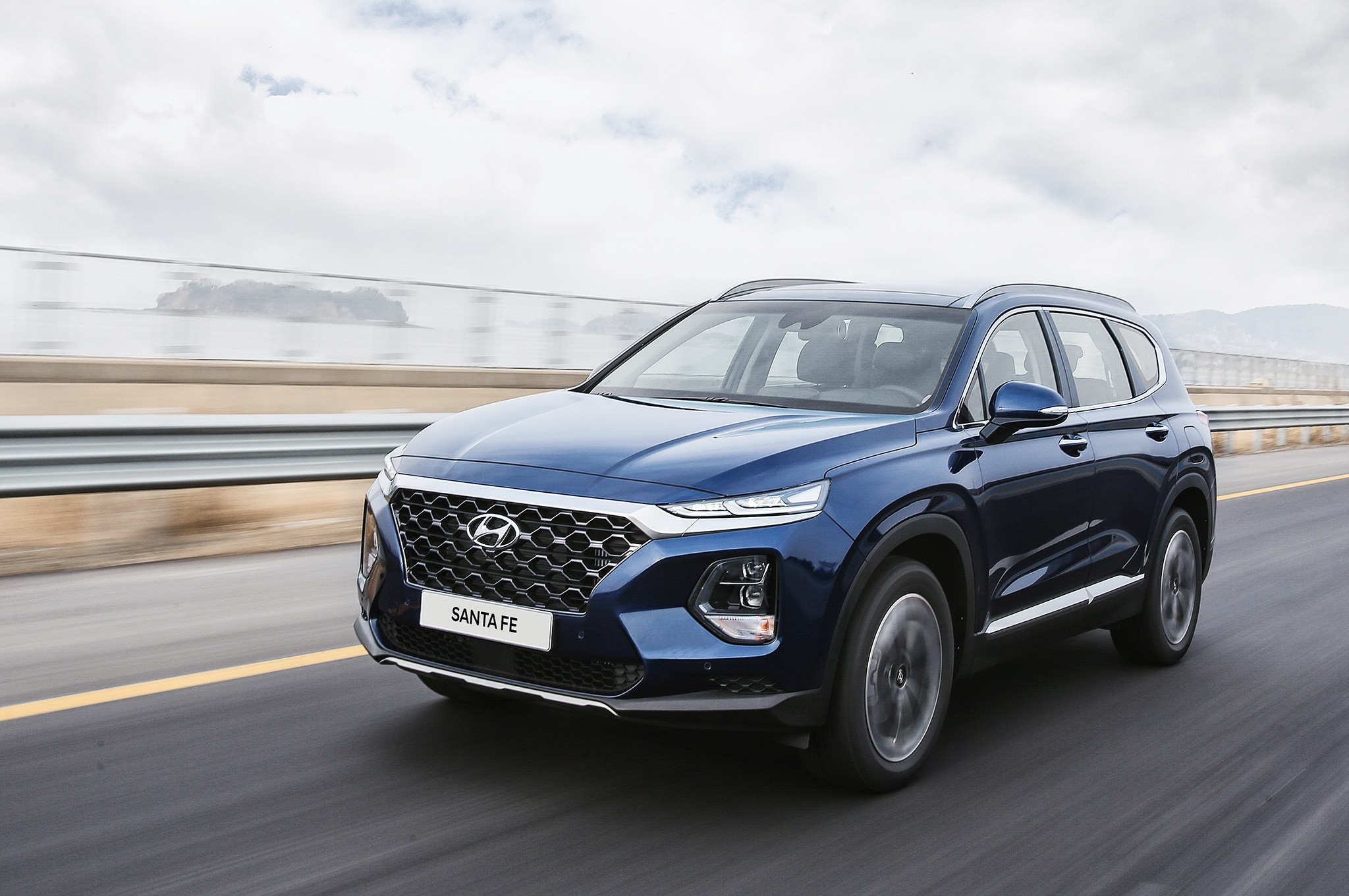 2019 hyundai santa fe first drive review automobile magazine. Black Bedroom Furniture Sets. Home Design Ideas