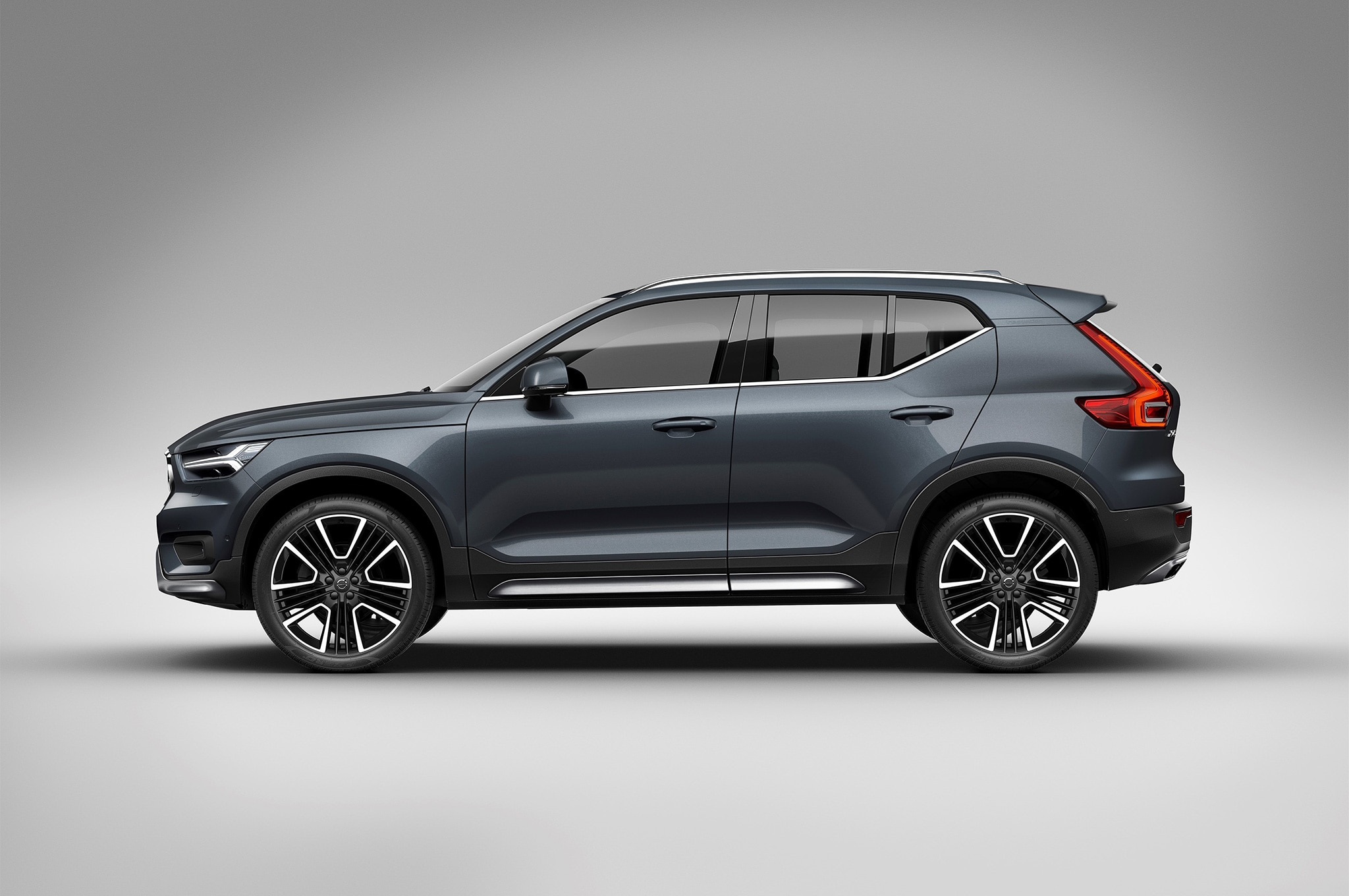 Volvo 40 1 Interior >> Volvo XC40 Getting All-Electric Variant and Inscription Model | Automobile Magazine