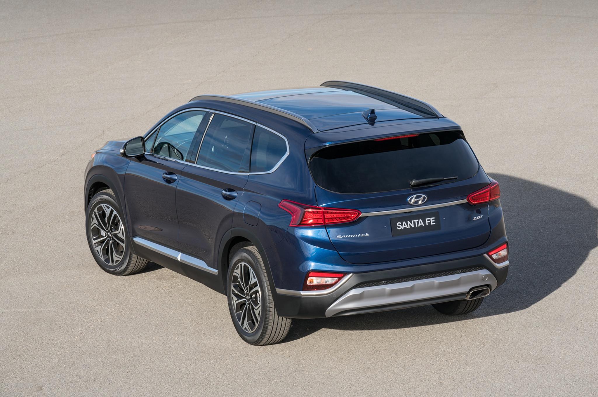 2018 - [Hyundai] Santa Fe IV - Page 3 2019-Hyundai-Santa-Fe-rear-three-quarter-10