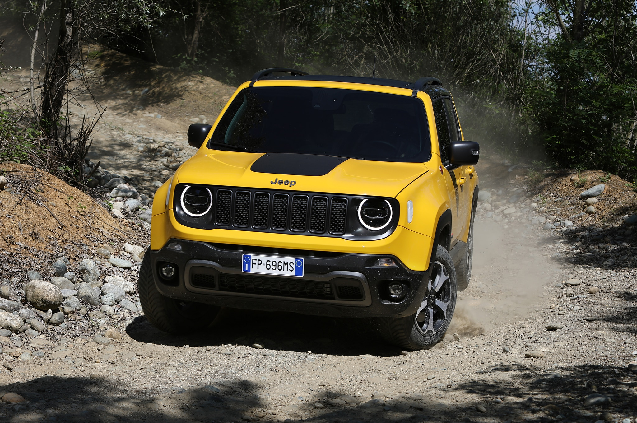 the comprehensive 2019 jeep renegade photo gallery automobile magazine. Black Bedroom Furniture Sets. Home Design Ideas