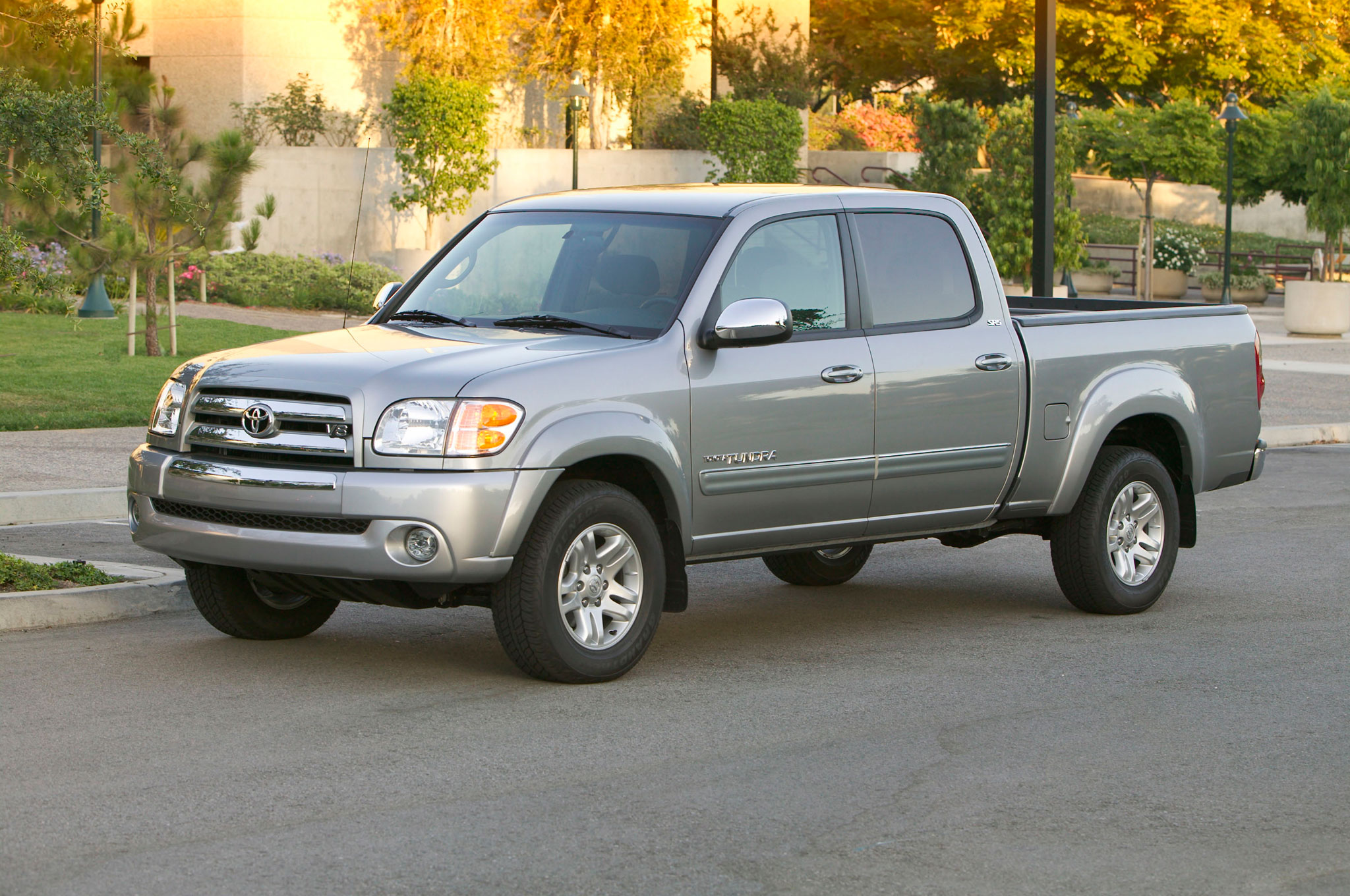 2004 Toyota Tundra Double Cab Left Front Angle