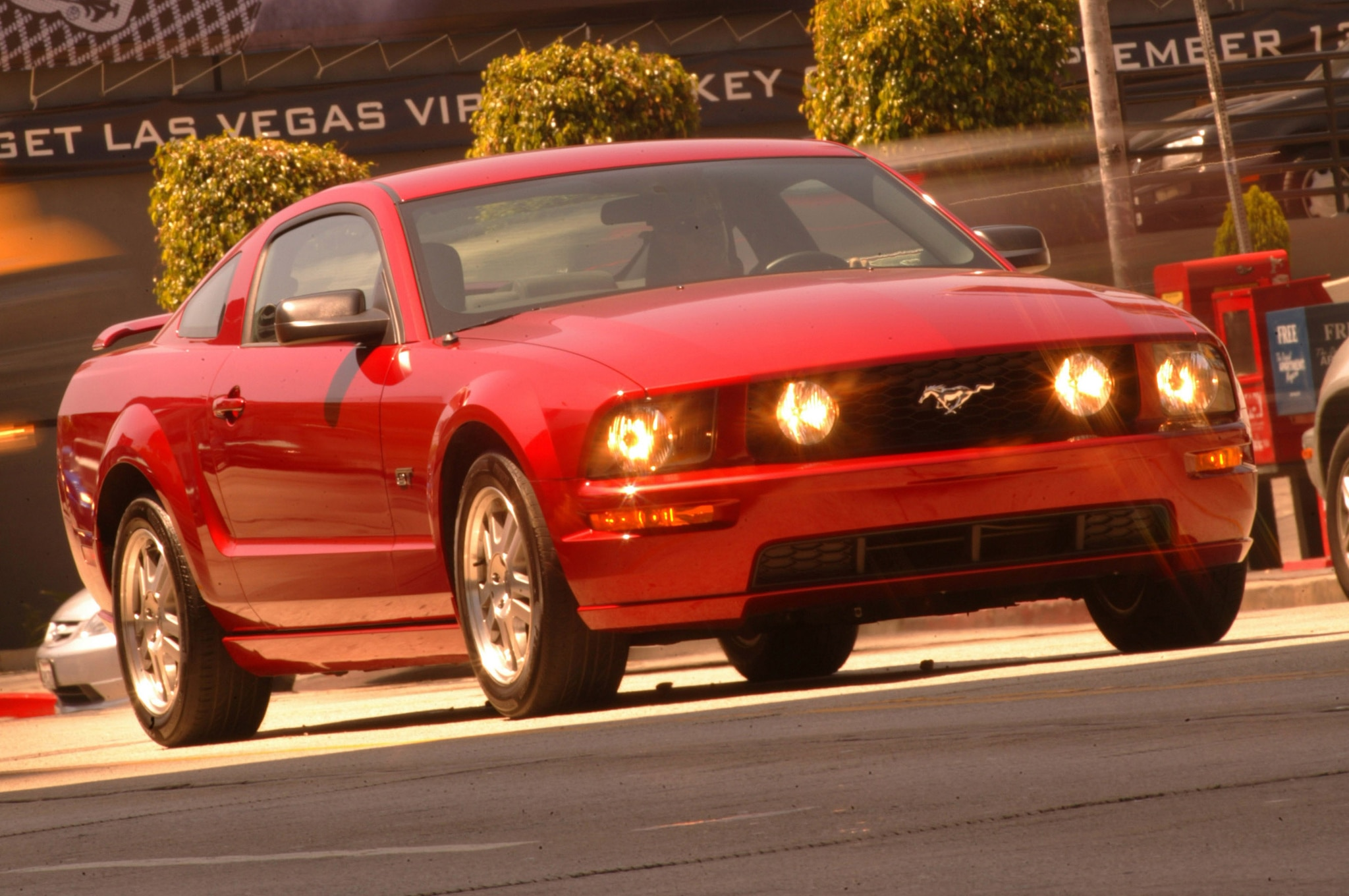mustang 2005 gt ford coupe convertible track specs test motortrend road 2004 lights