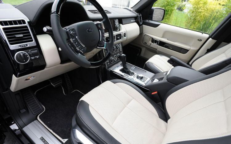 https://st.automobilemag.com/uploads/sites/10/2015/09/2011-land-rover-range-rover-autobiography-black-interior.jpg