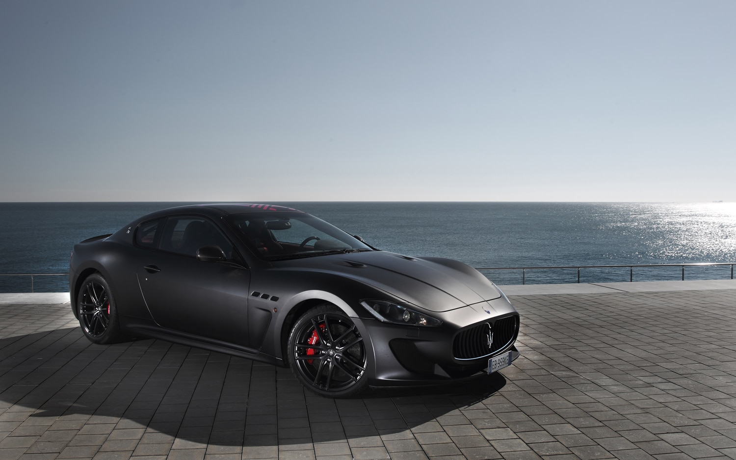 https://st.automobilemag.com/uploads/sites/10/2015/09/2012-maserati-granturismo-MC-stradale-front-three-quarters-2.jpg