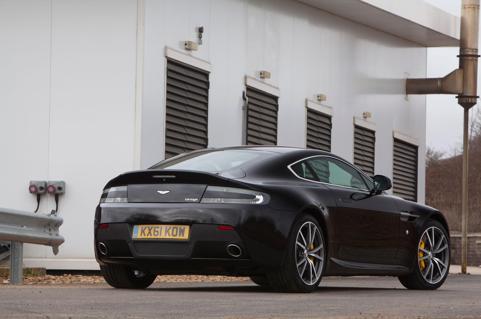 2008 Aston Martin V8 Vantage Roadster Top Convertible Feature