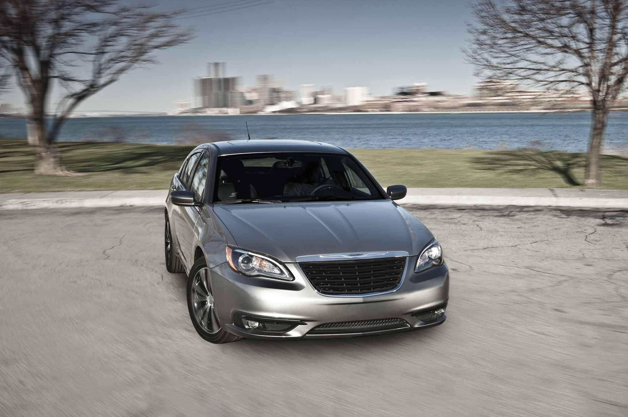 Report chrysler 200 to become beautiful relevant vehicle 2013 chrysler 200 898 fandeluxe Images