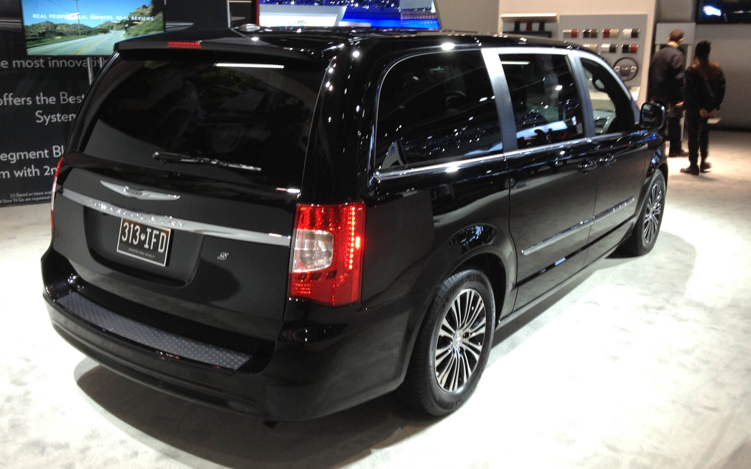 Town And Country Auto >> Report Chrysler Town Country To Add Open N Go Doors 9 Speed Auto
