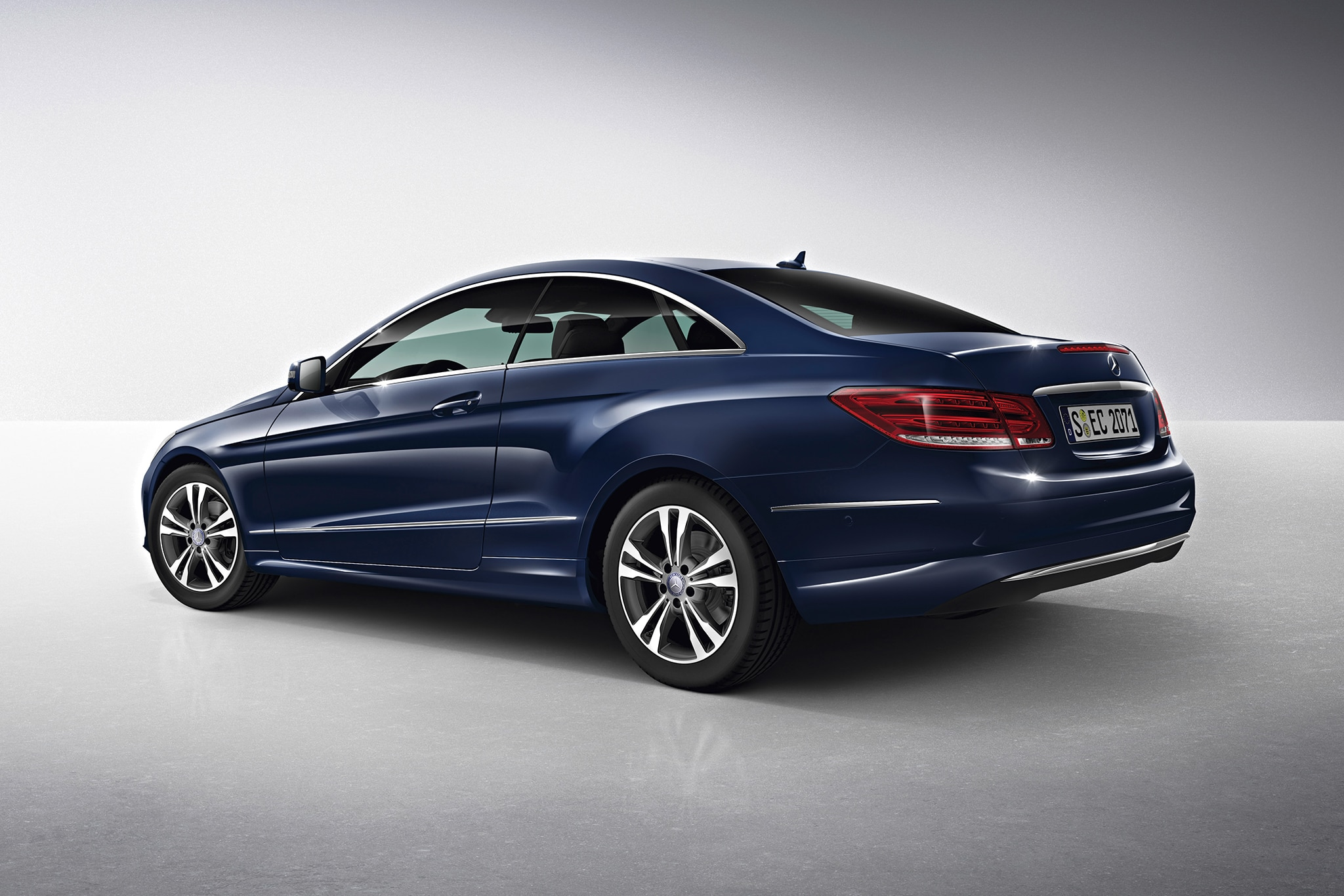 2013 mercedes e class and c class priced e400 hybrid starts at 56 705. Black Bedroom Furniture Sets. Home Design Ideas