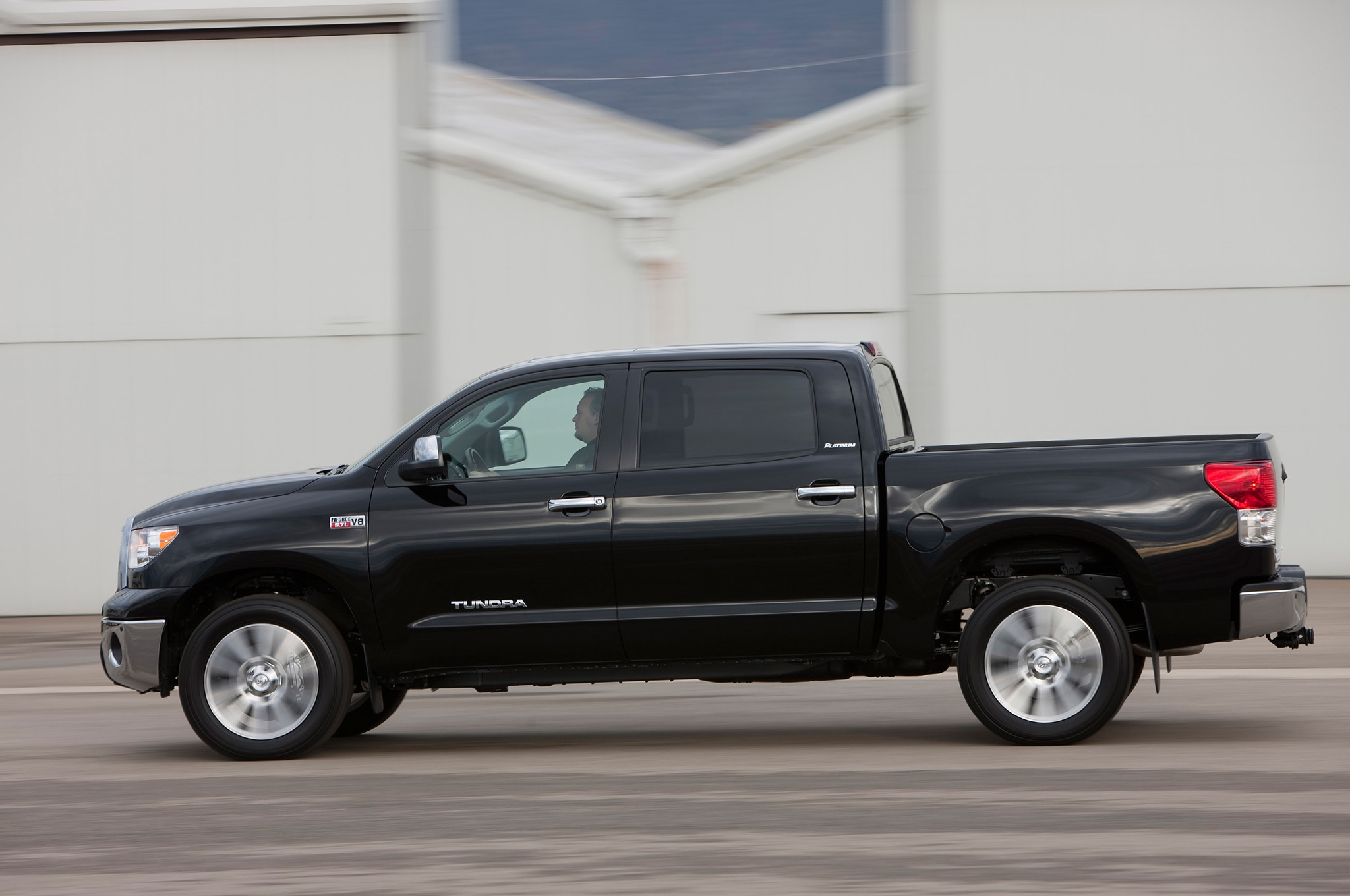 2013 toyota tundra double cab 4x4 editors 39 notebook. Black Bedroom Furniture Sets. Home Design Ideas