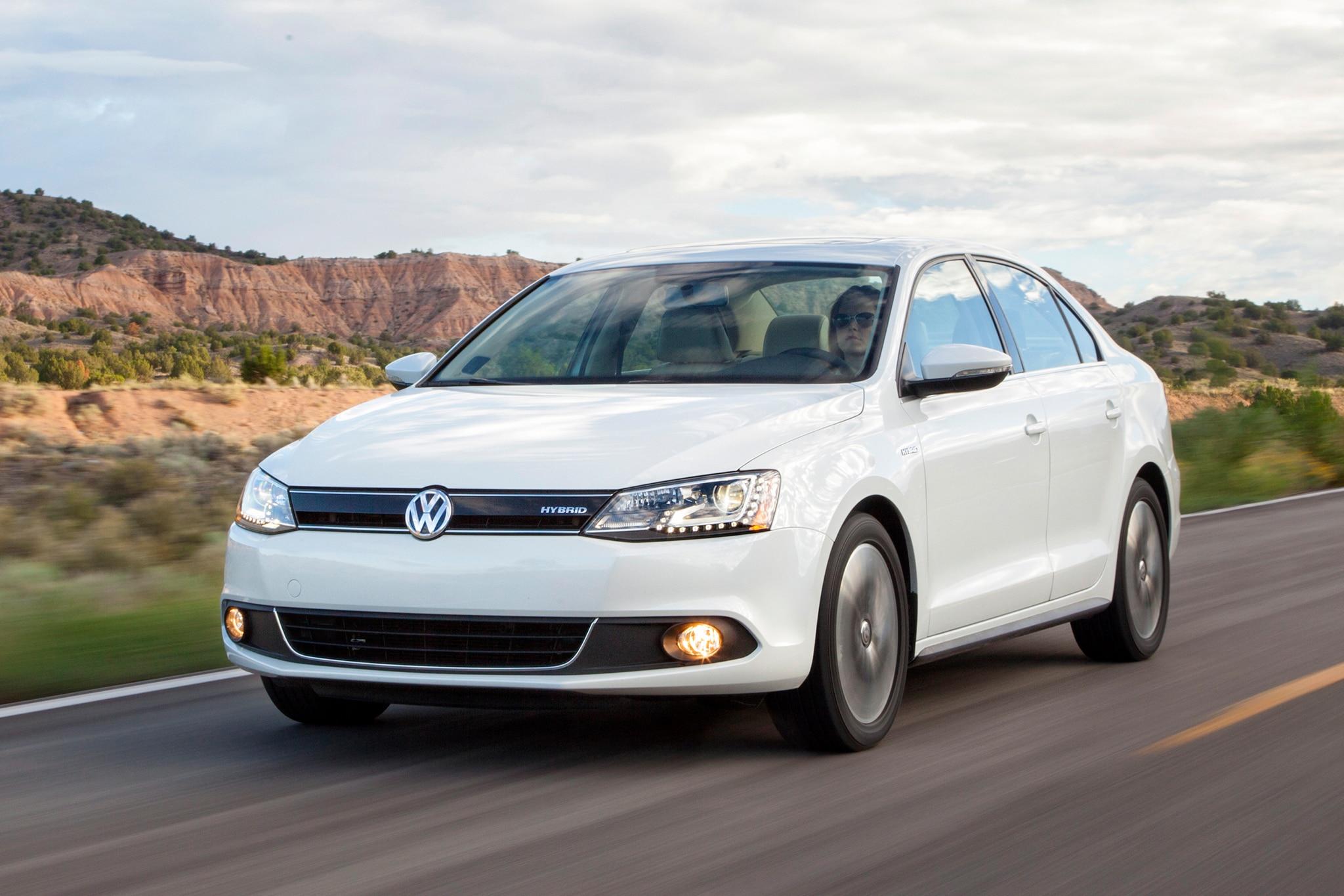 2017 Volkswagen Jetta Hybrid 26 229