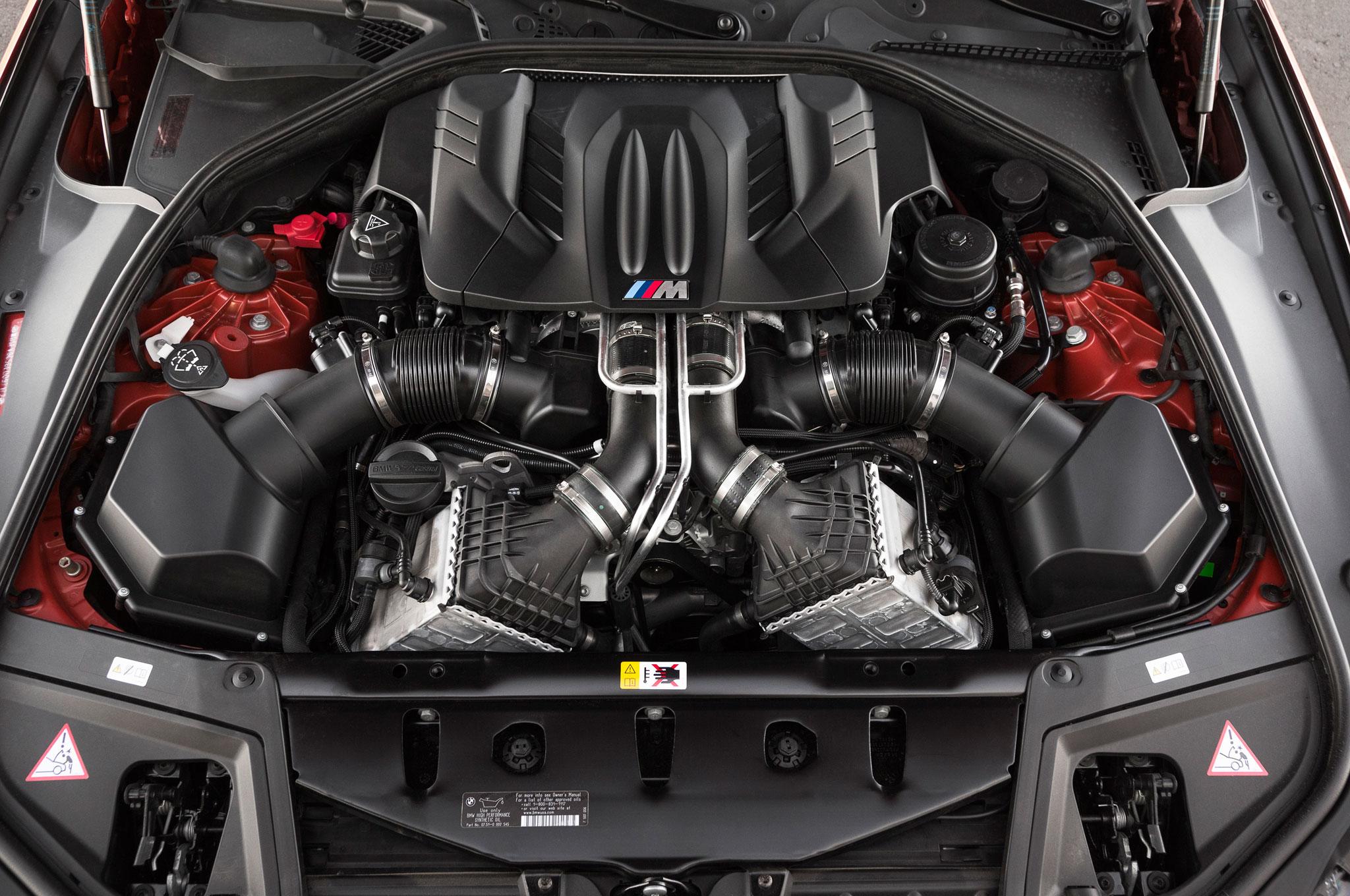 Video: 2014 BMW M5 vs. 2014 Mercedes-Benz E63 AMG