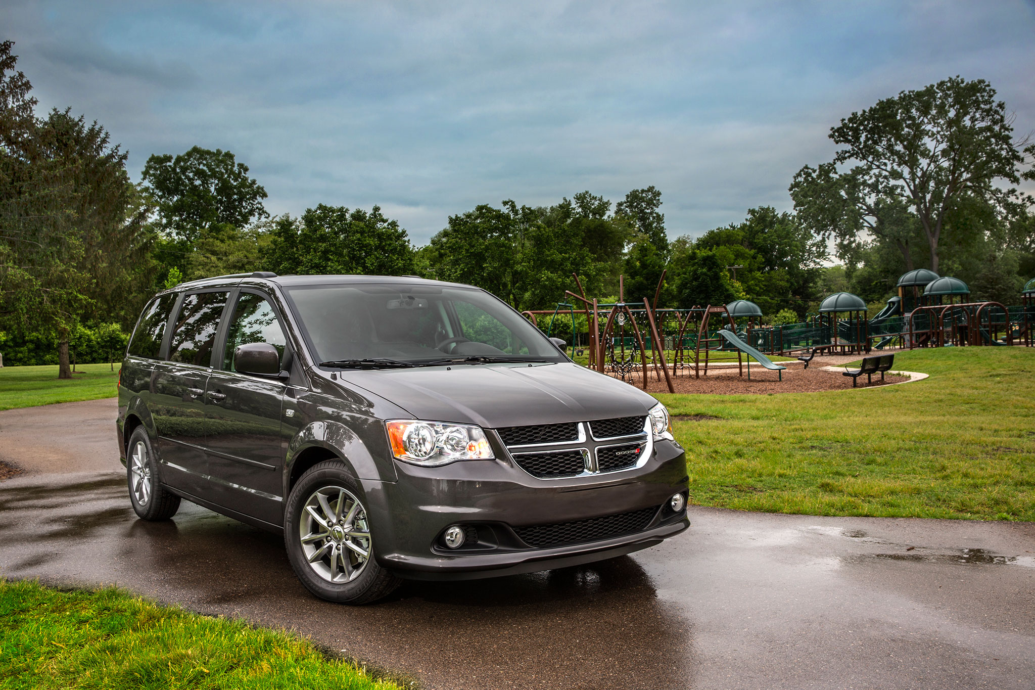 2014 Chrysler Town Country Dodge Grand Caravan Receive 30th Engine Sxt Anniversary Edition