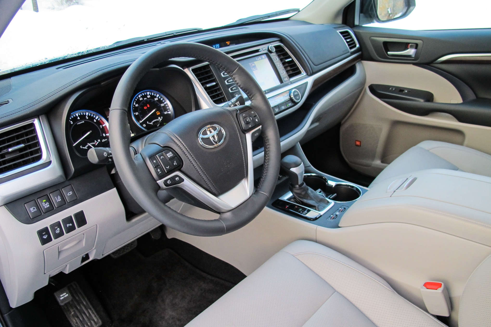 Captivating 2014 Toyota Highlander. 62|138