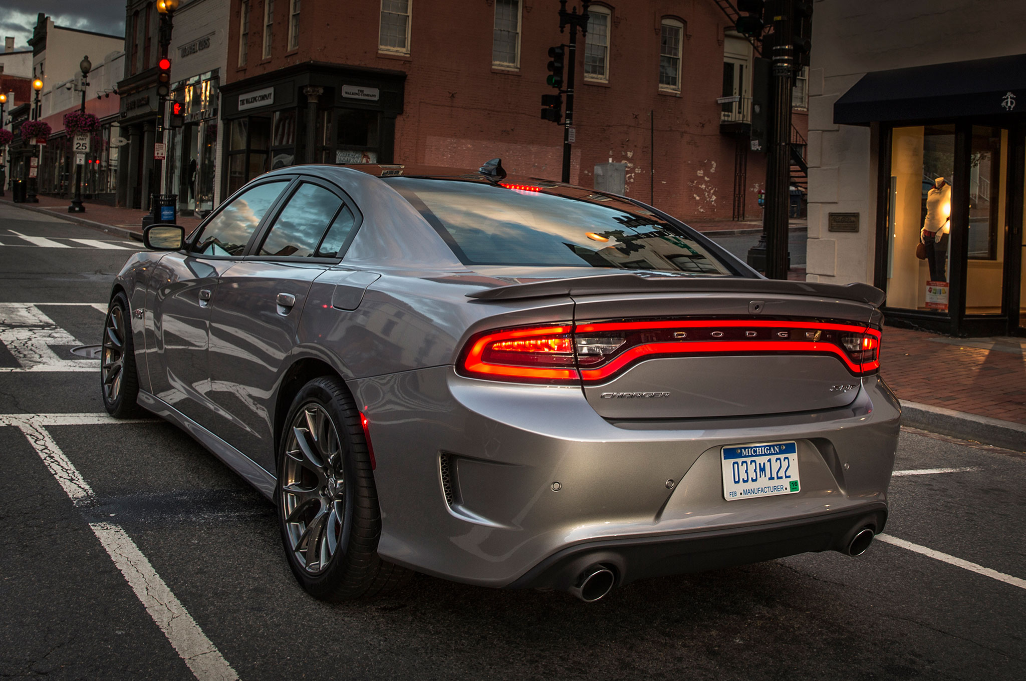 2015 Dodge Charger Pursuit Announced, Keeps Five-Speed Auto