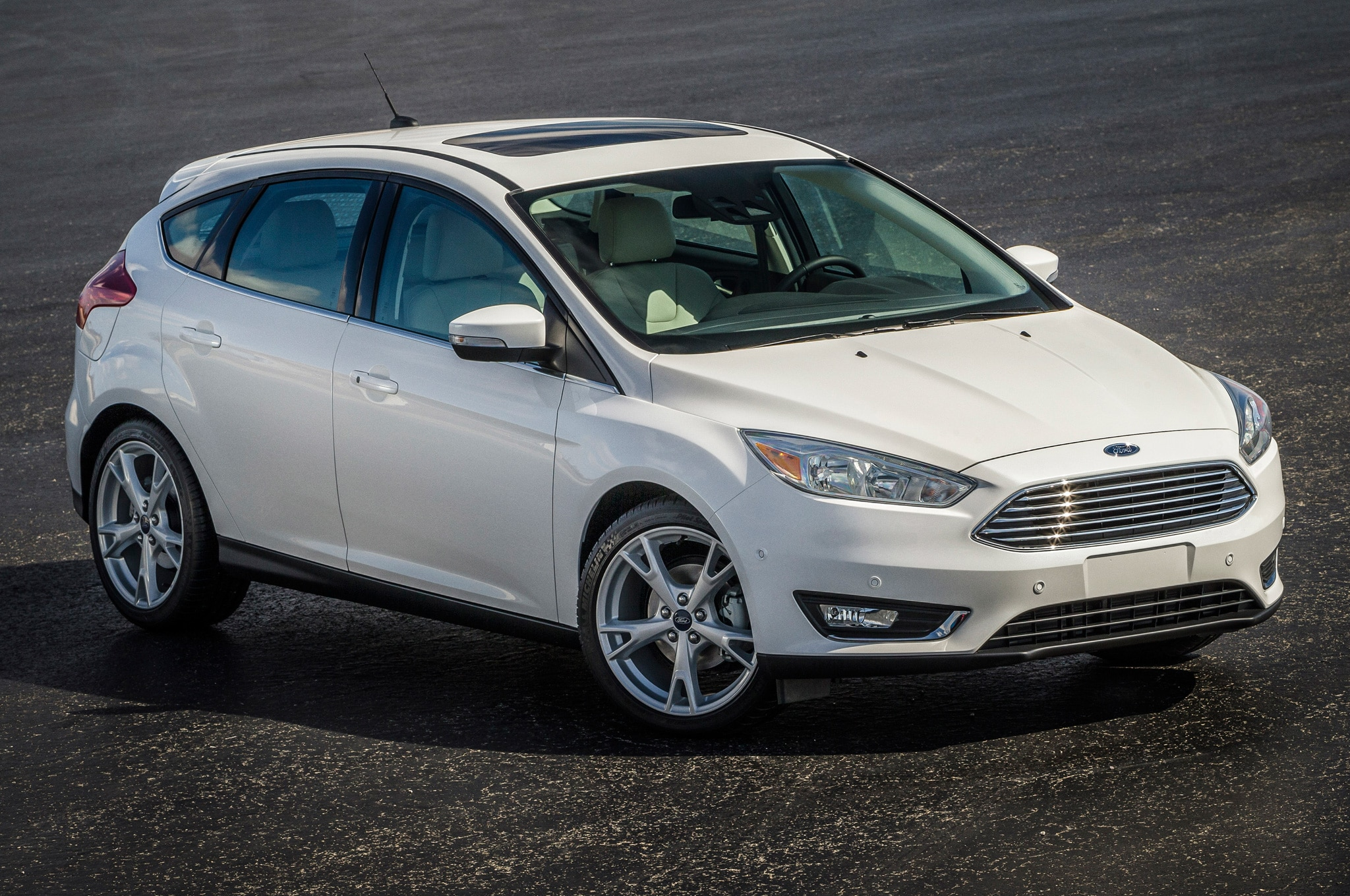 2015 ford focus hatchback front side view from above