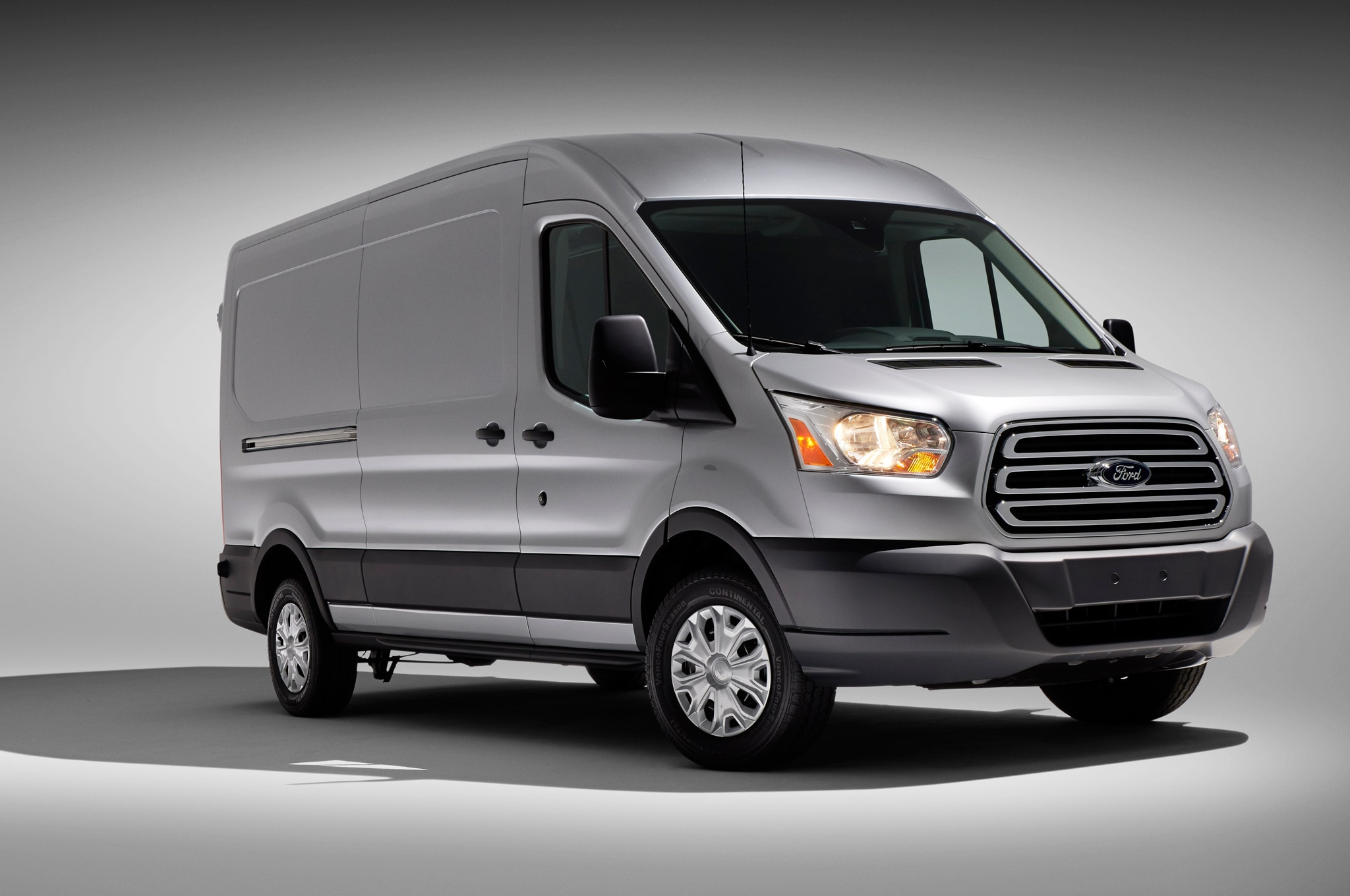 2004 ford e150 econoline towing capacity