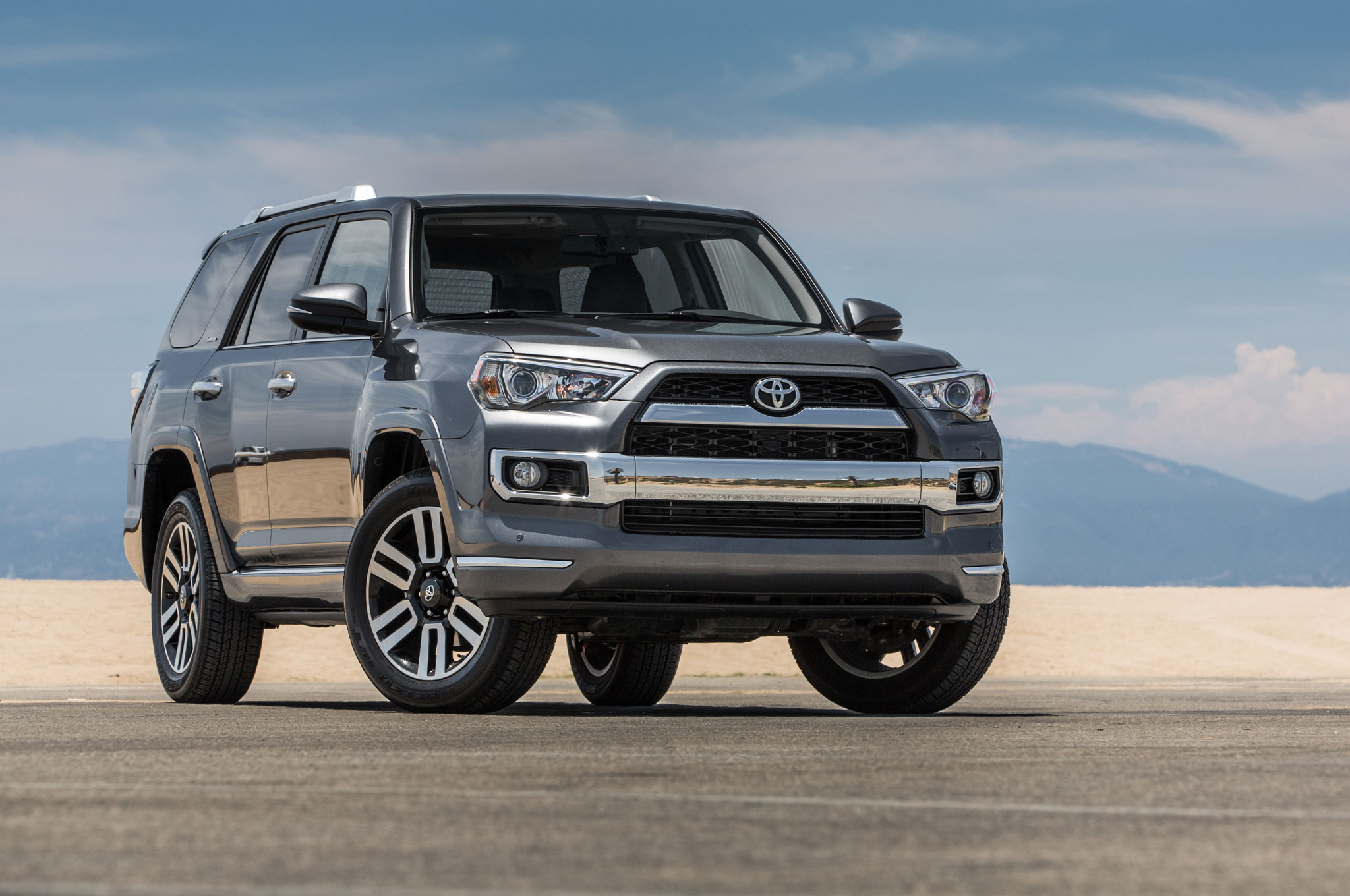 2017 Toyota 4runner Limited Front Three Quarter 01